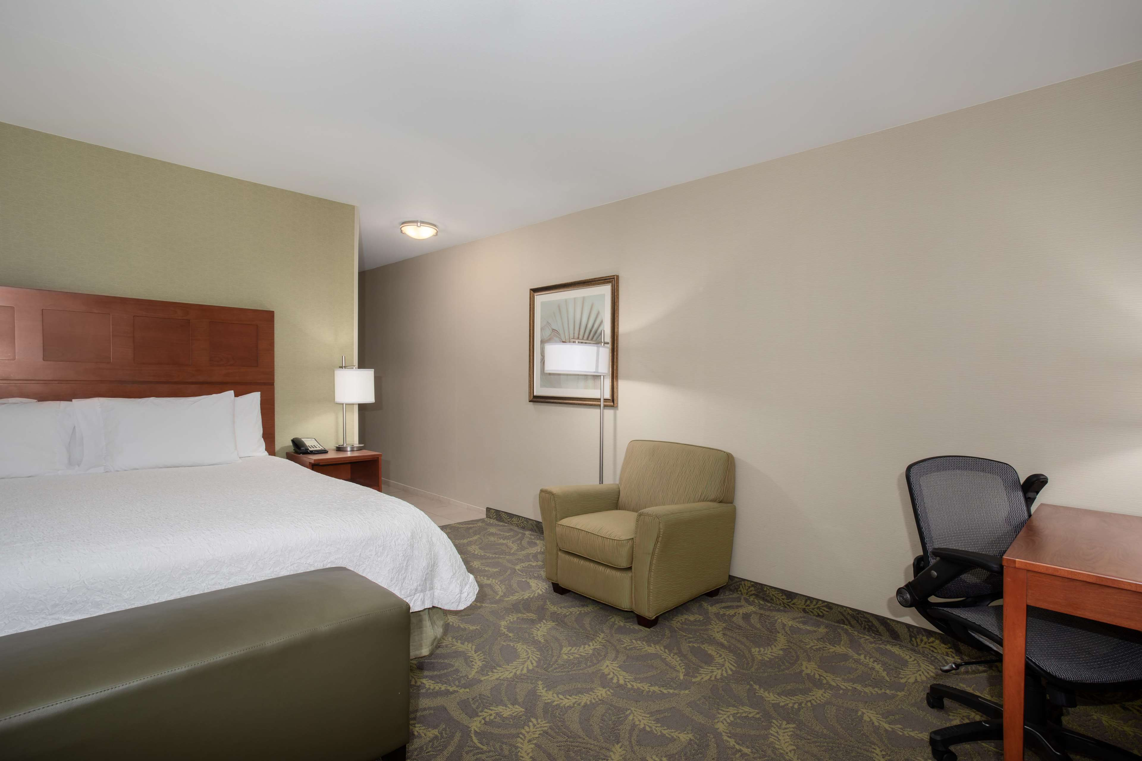 Hampton Inn & Suites Astoria image 36