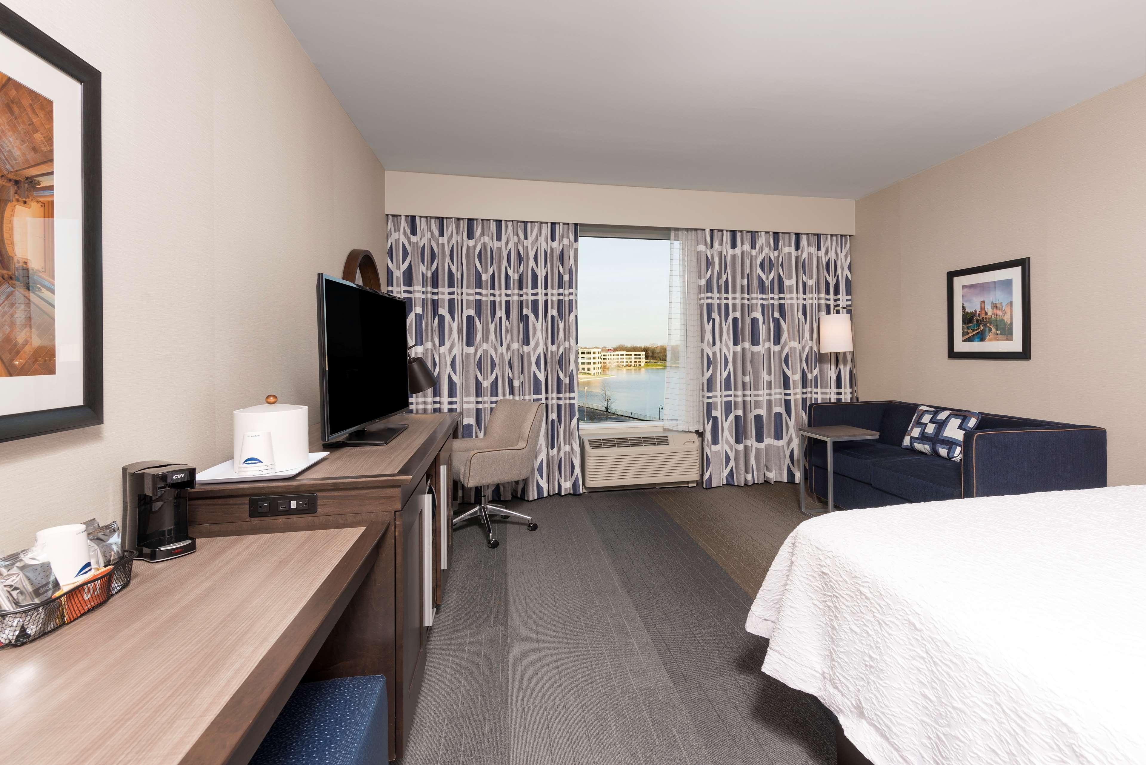 Hampton Inn & Suites Indianapolis-Keystone image 20