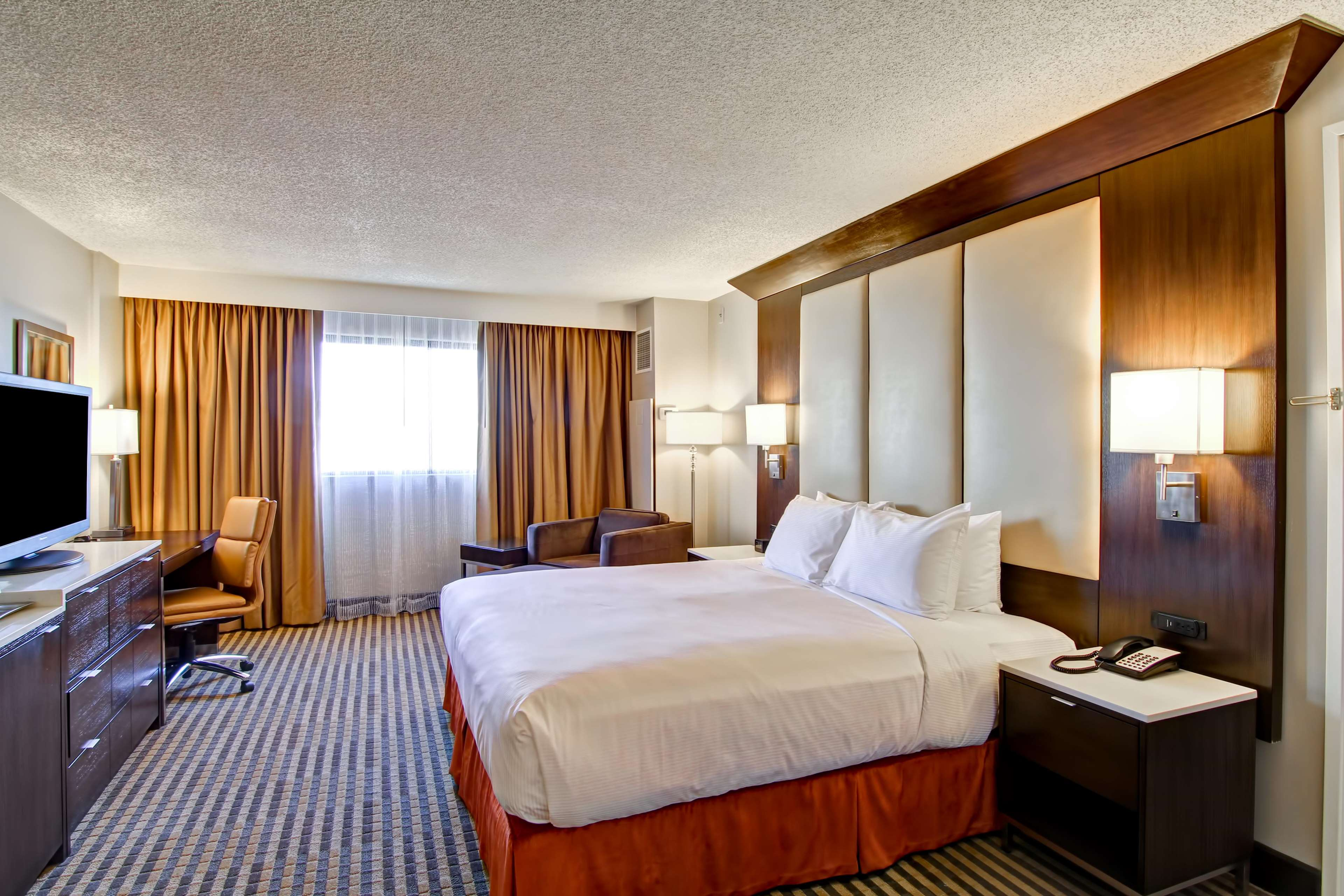 DoubleTree by Hilton Hotel Pleasanton at the Club image 37