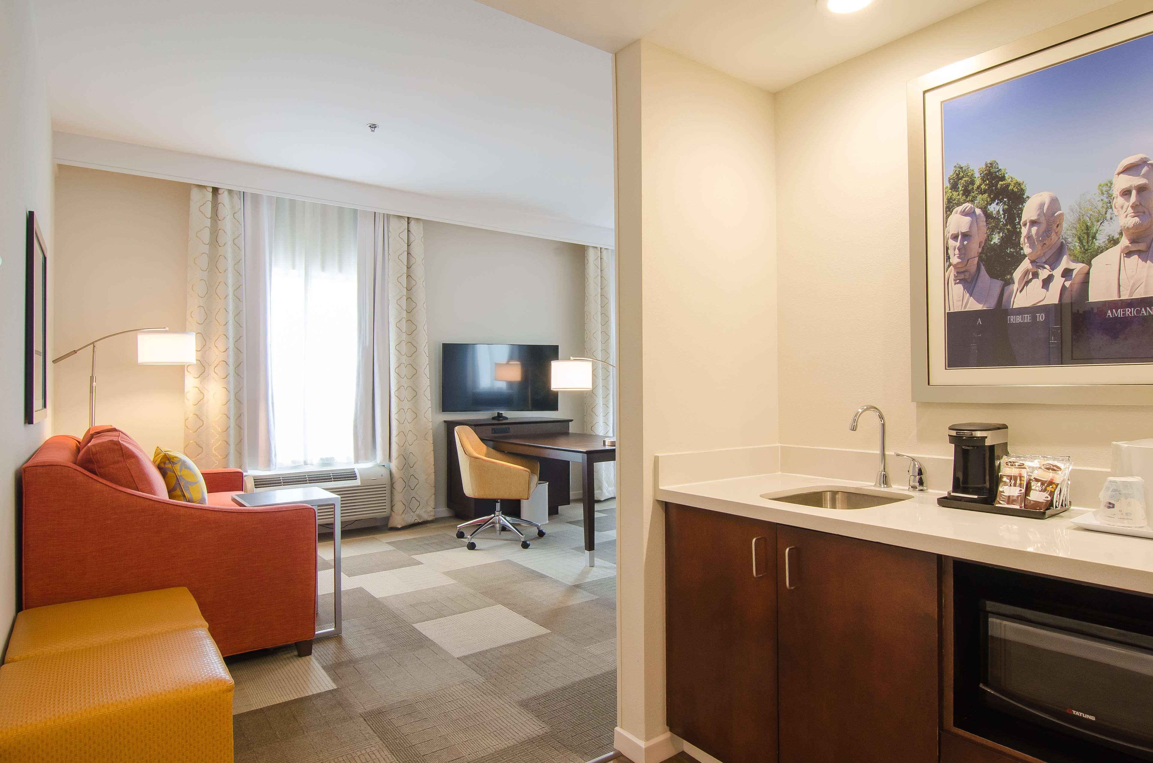 Hampton Inn & Suites Houston North IAH image 18