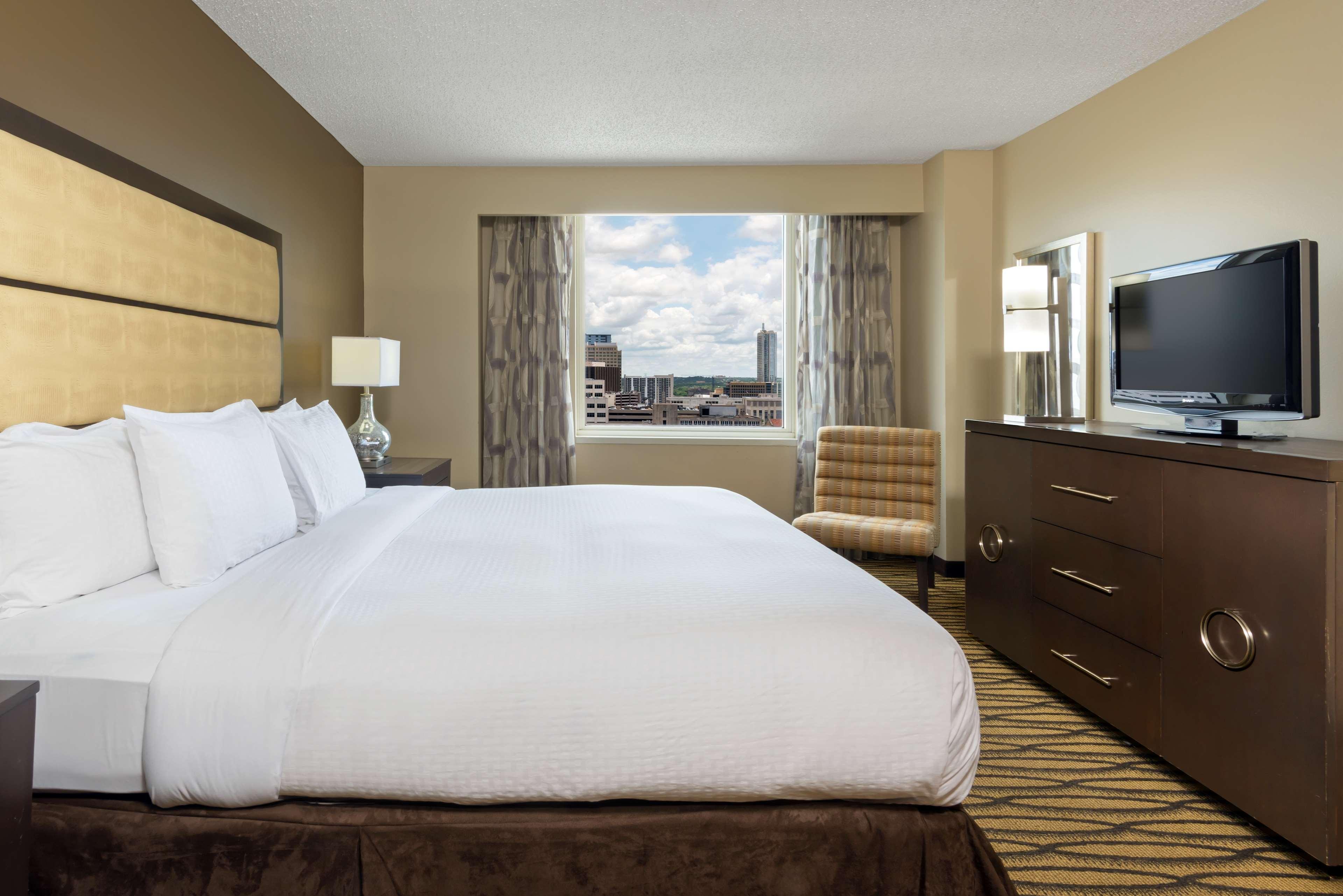DoubleTree Suites by Hilton Hotel Austin image 5