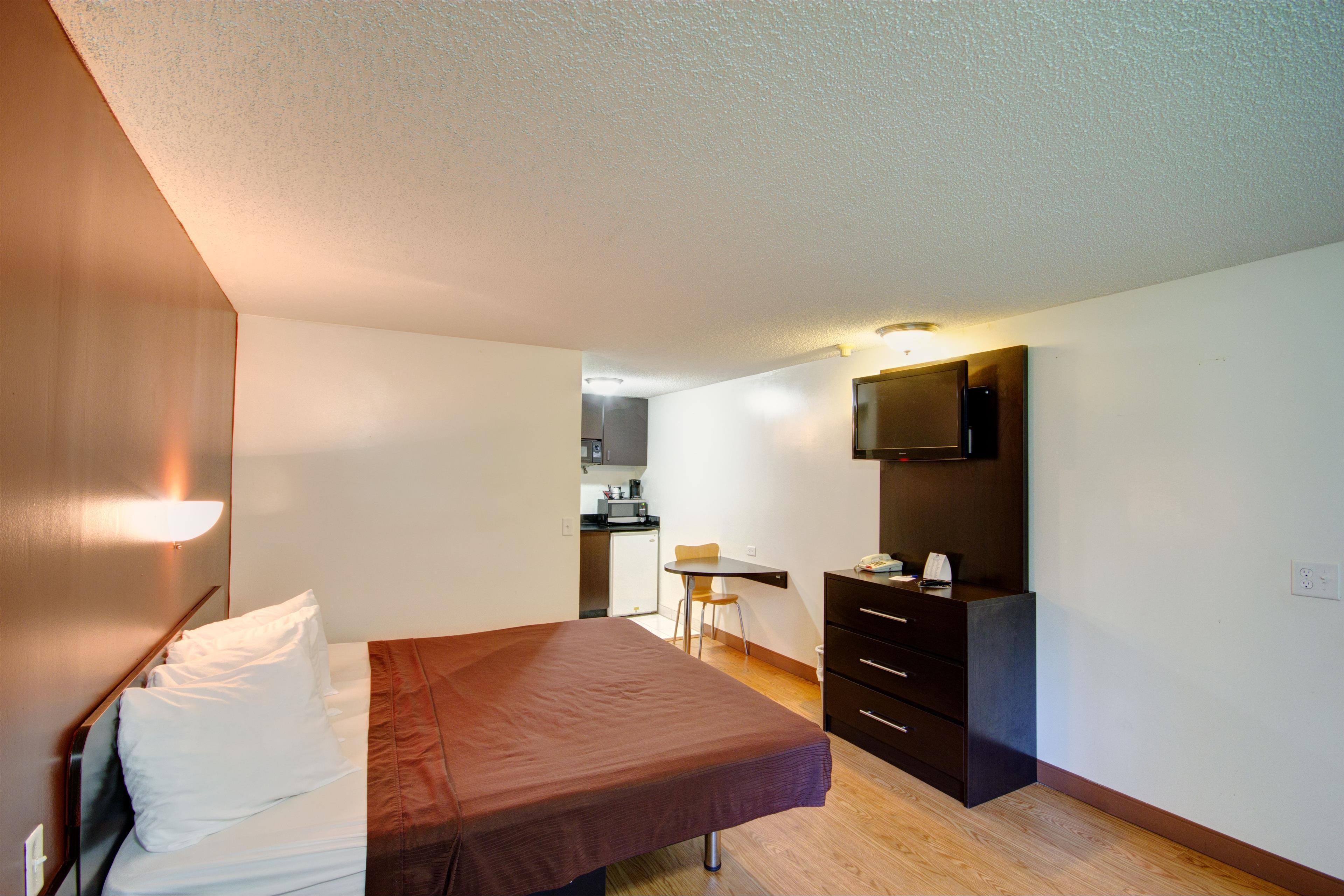 Americas Best Value Inn - Heath/Newark image 12