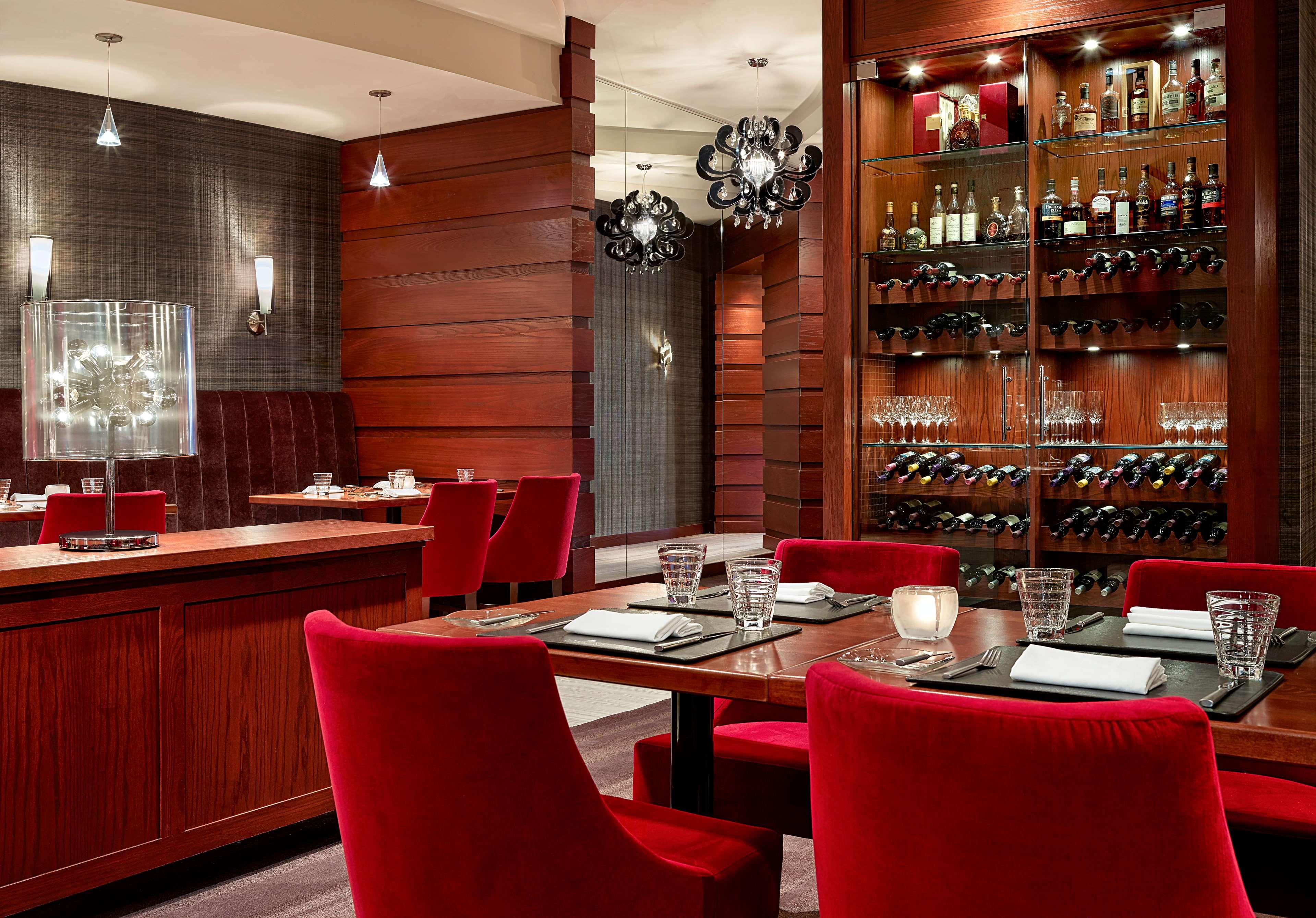 Sheraton Cavalier Calgary Hotel in Calgary: Carver's Wine Cellar