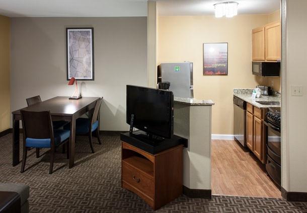 TownePlace Suites by Marriott Dallas Las Colinas image 8