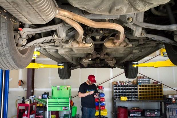 Au Auto Repair image 2
