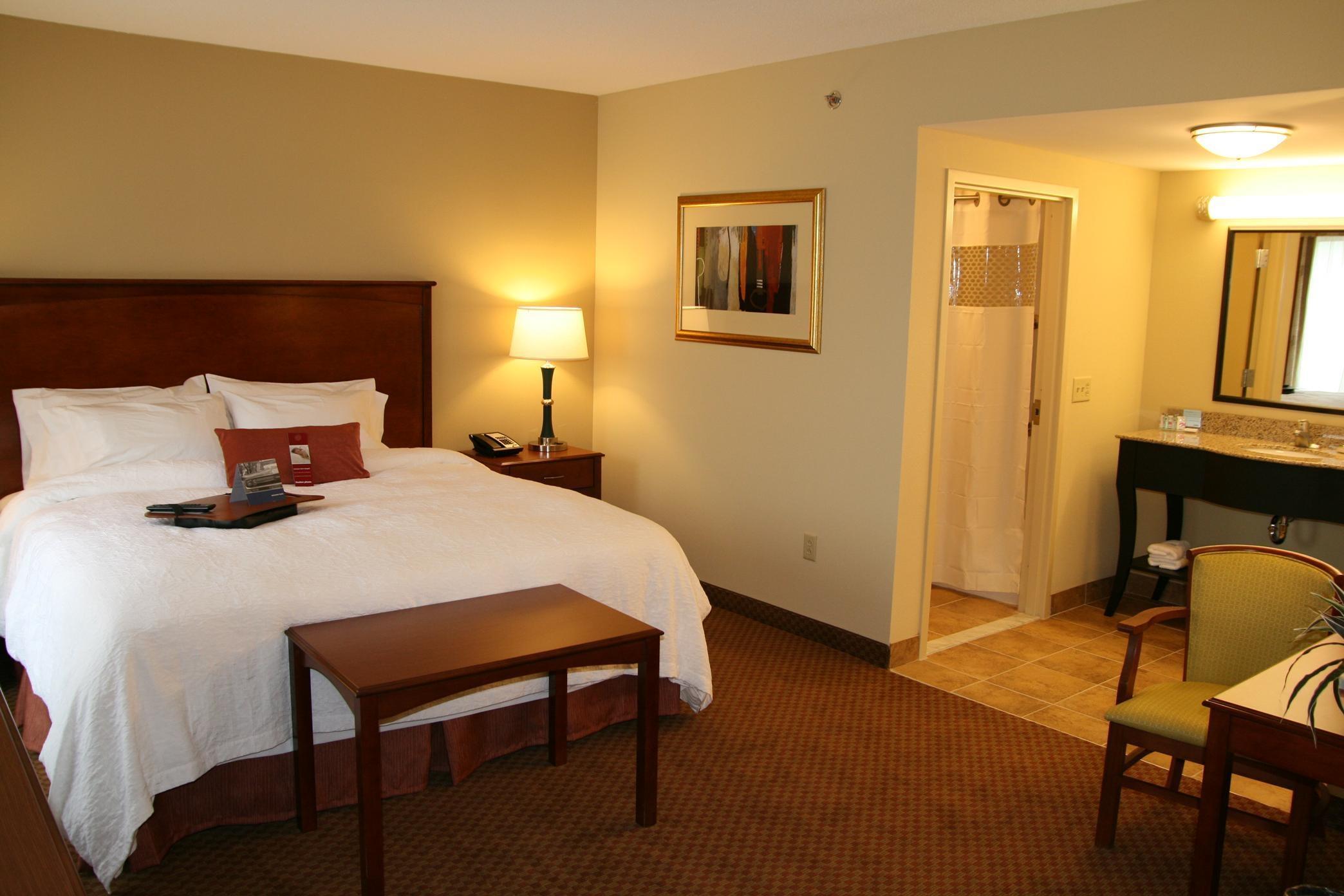 Hampton Inn & Suites Warren image 27
