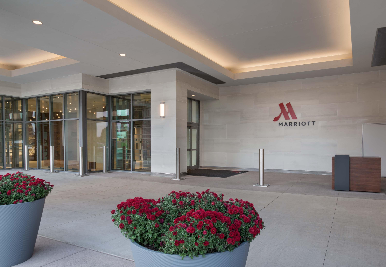 Buffalo Marriott HARBORCENTER image 2