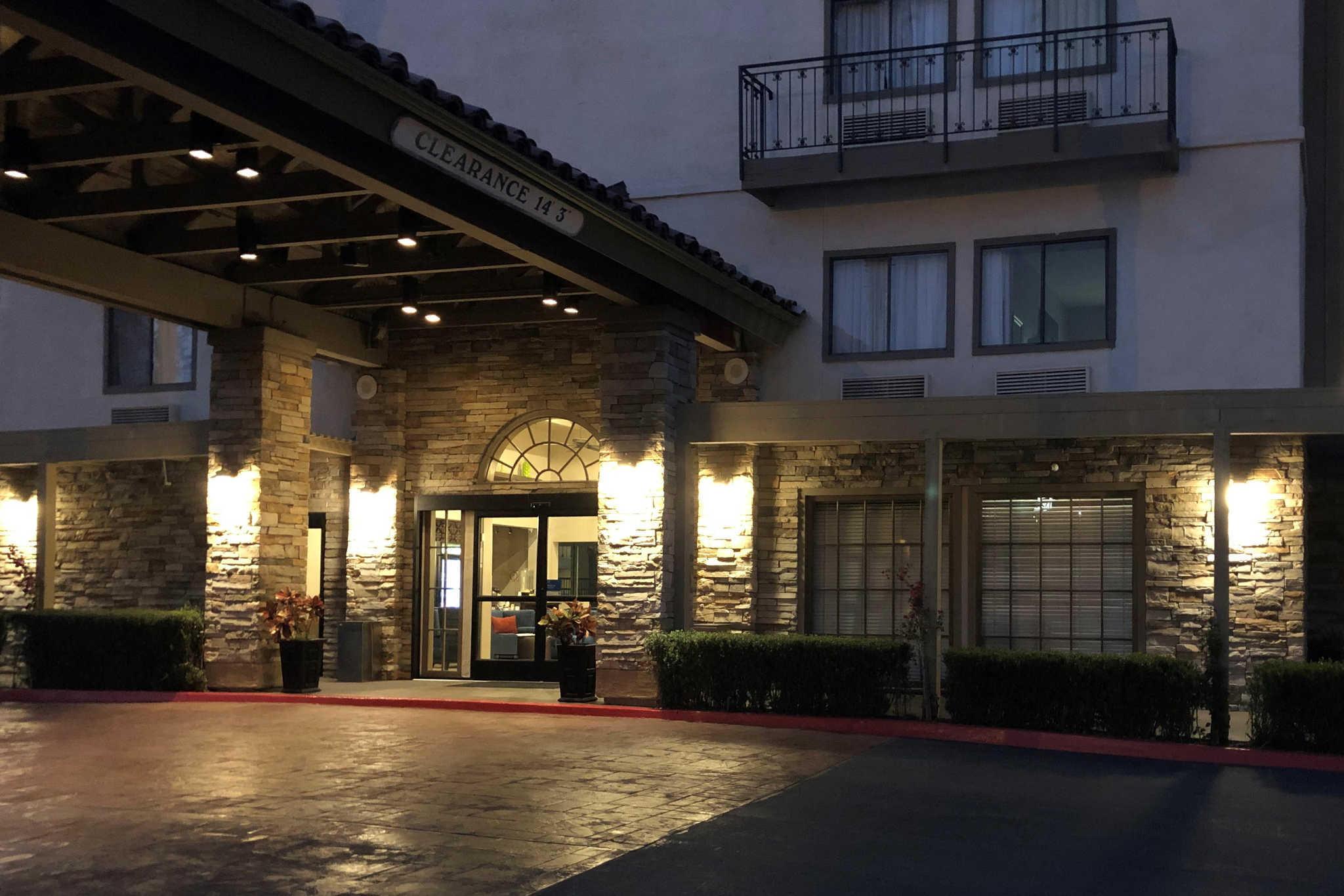 Comfort Inn & Suites Orange County John Wayne Airport image 2