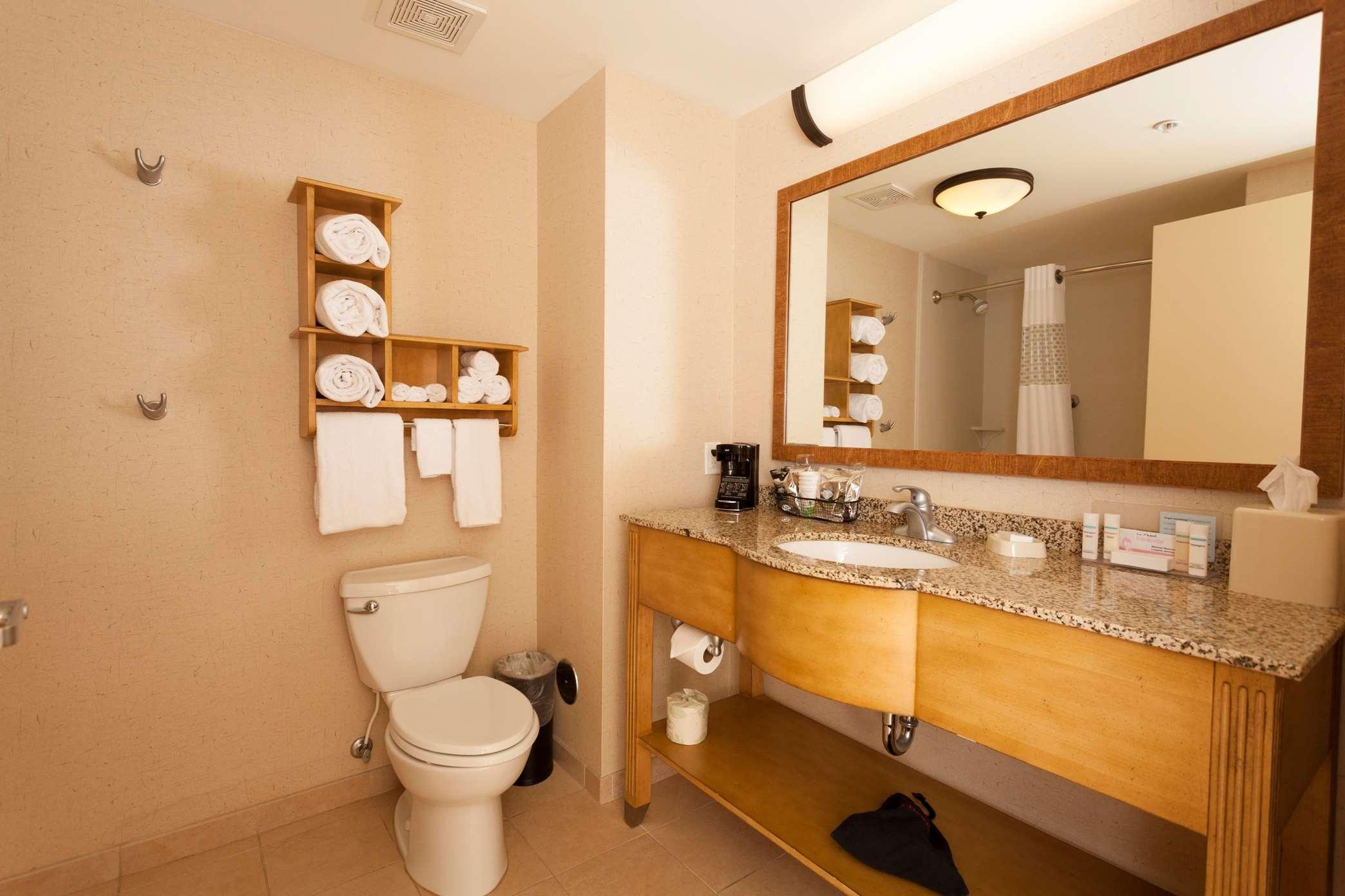 Hampton Inn & Suites Riverton image 8