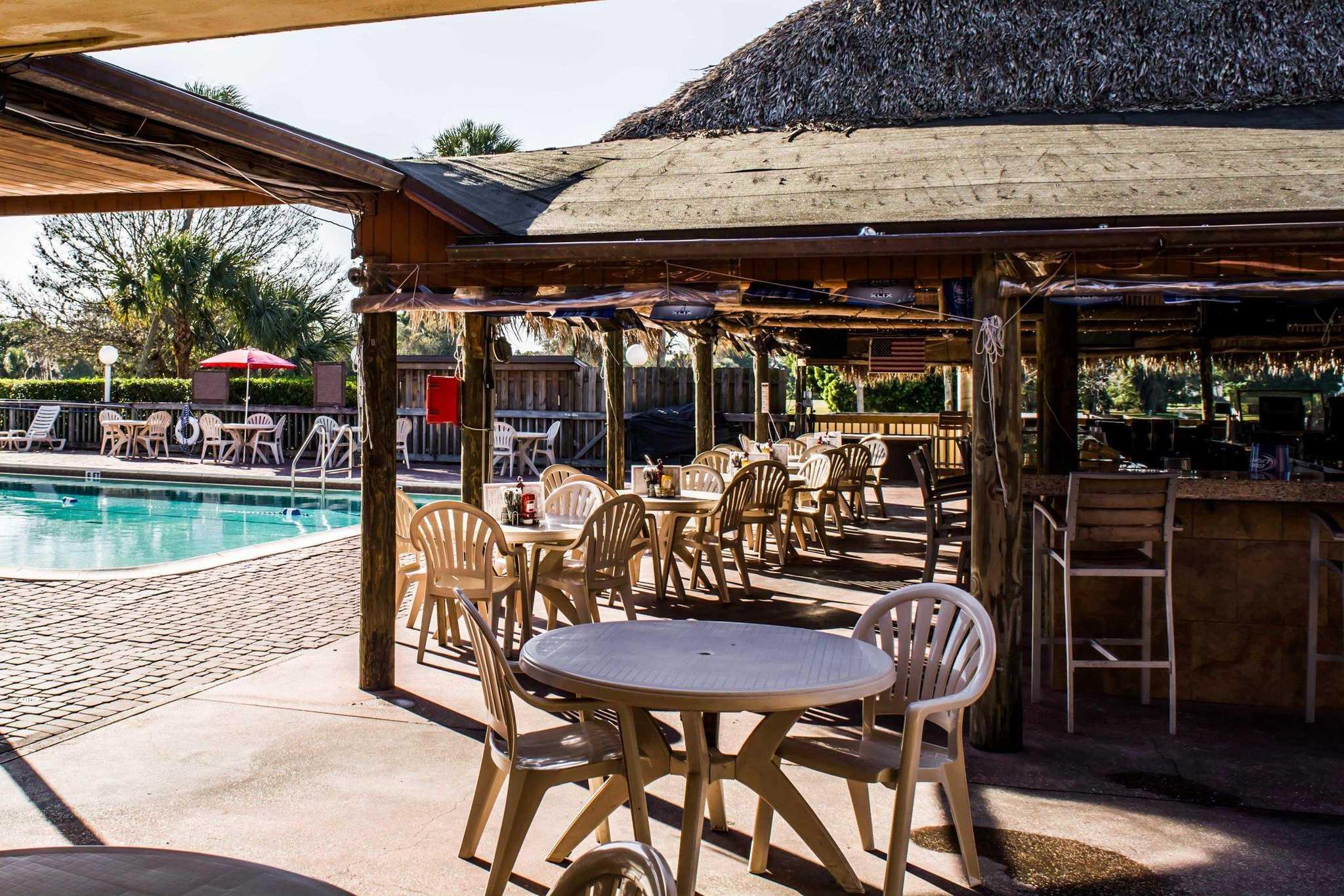Quality Inn & Suites Golf Resort image 23
