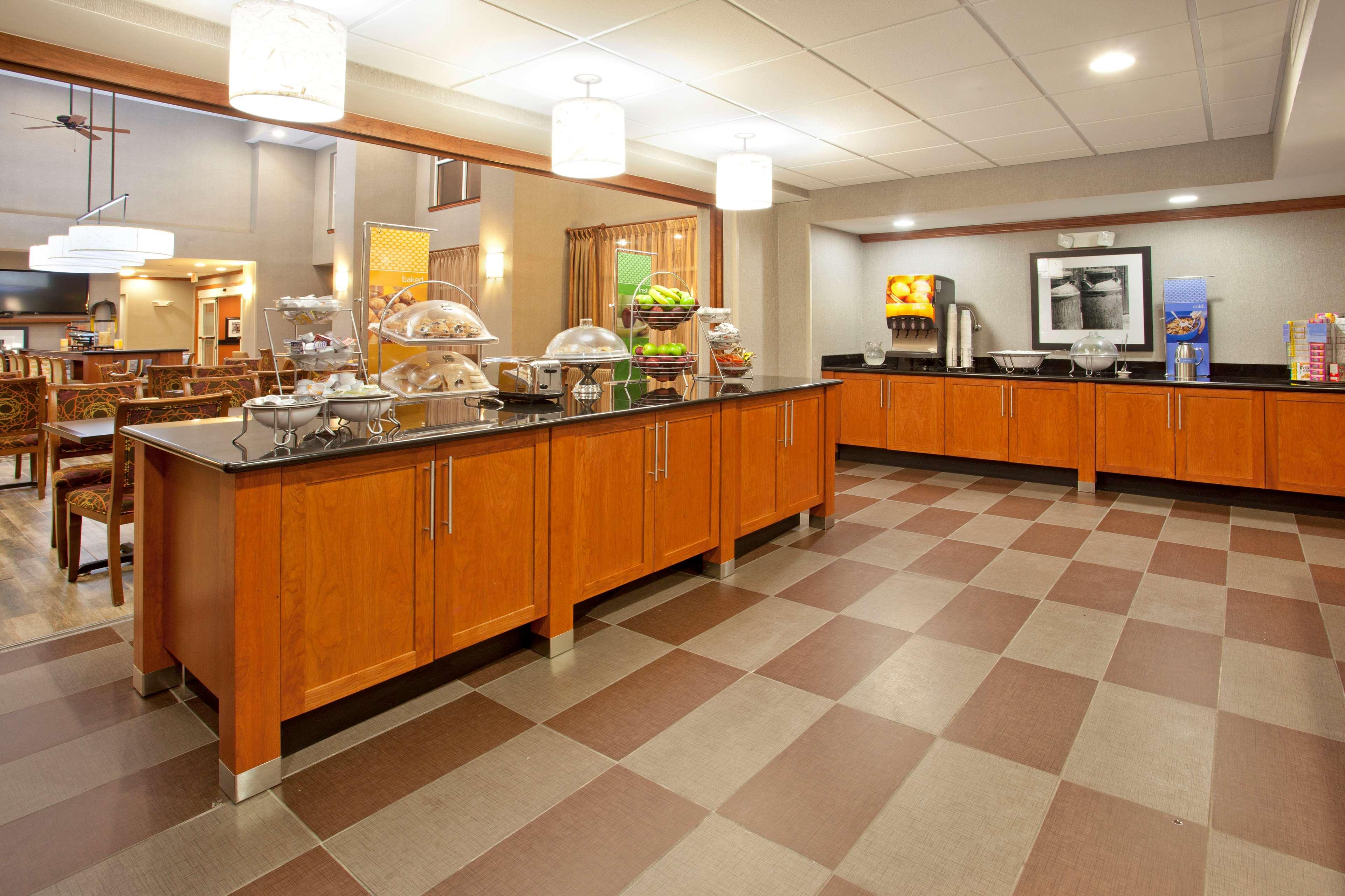 Hampton Inn & Suites Fort Worth-West-I-30 image 9