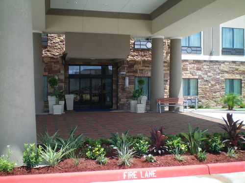 Holiday Inn Express & Suites Houston NW Beltway 8-West Road image 1