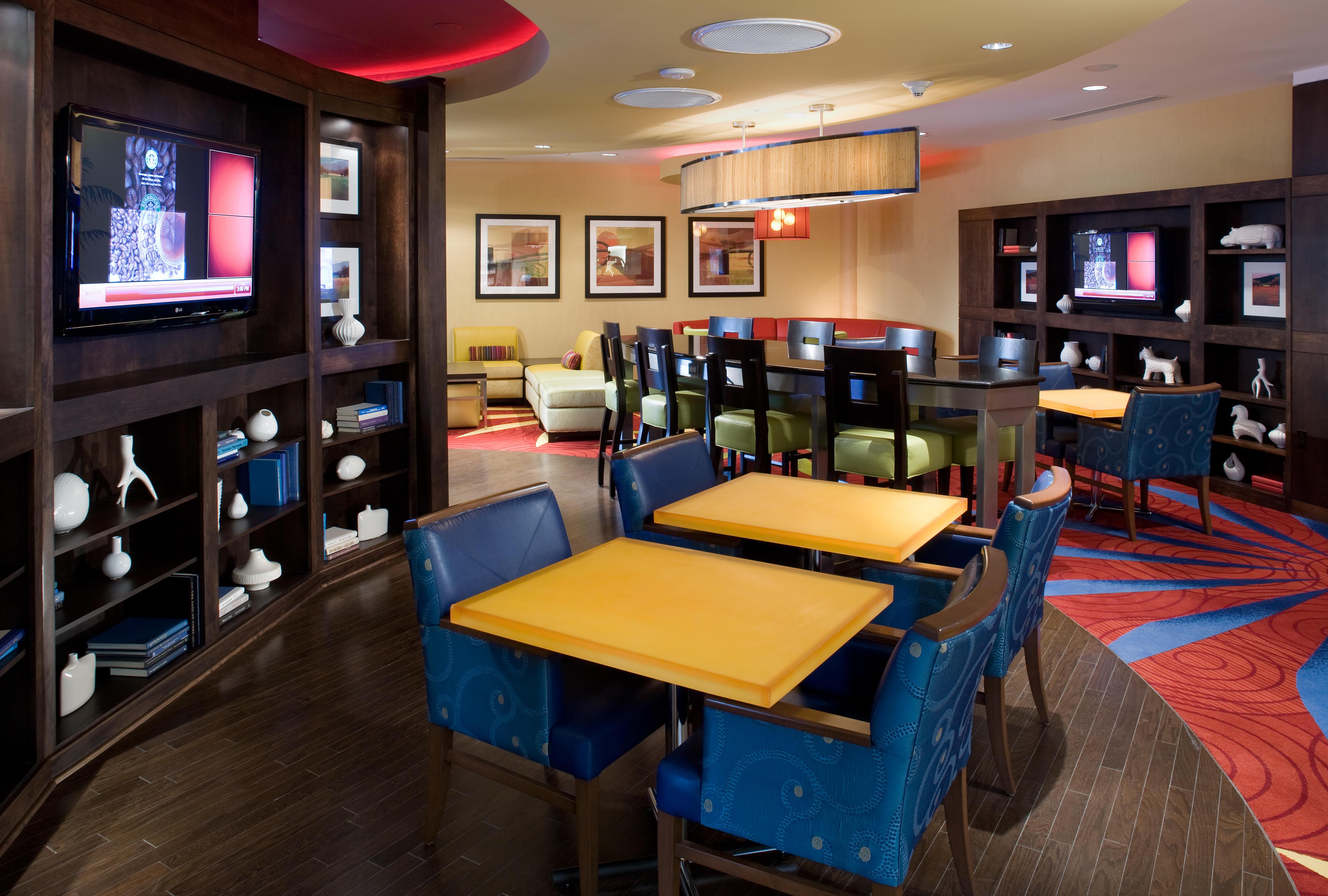 Delta Hotels by Marriott Chesapeake Lobby Bar