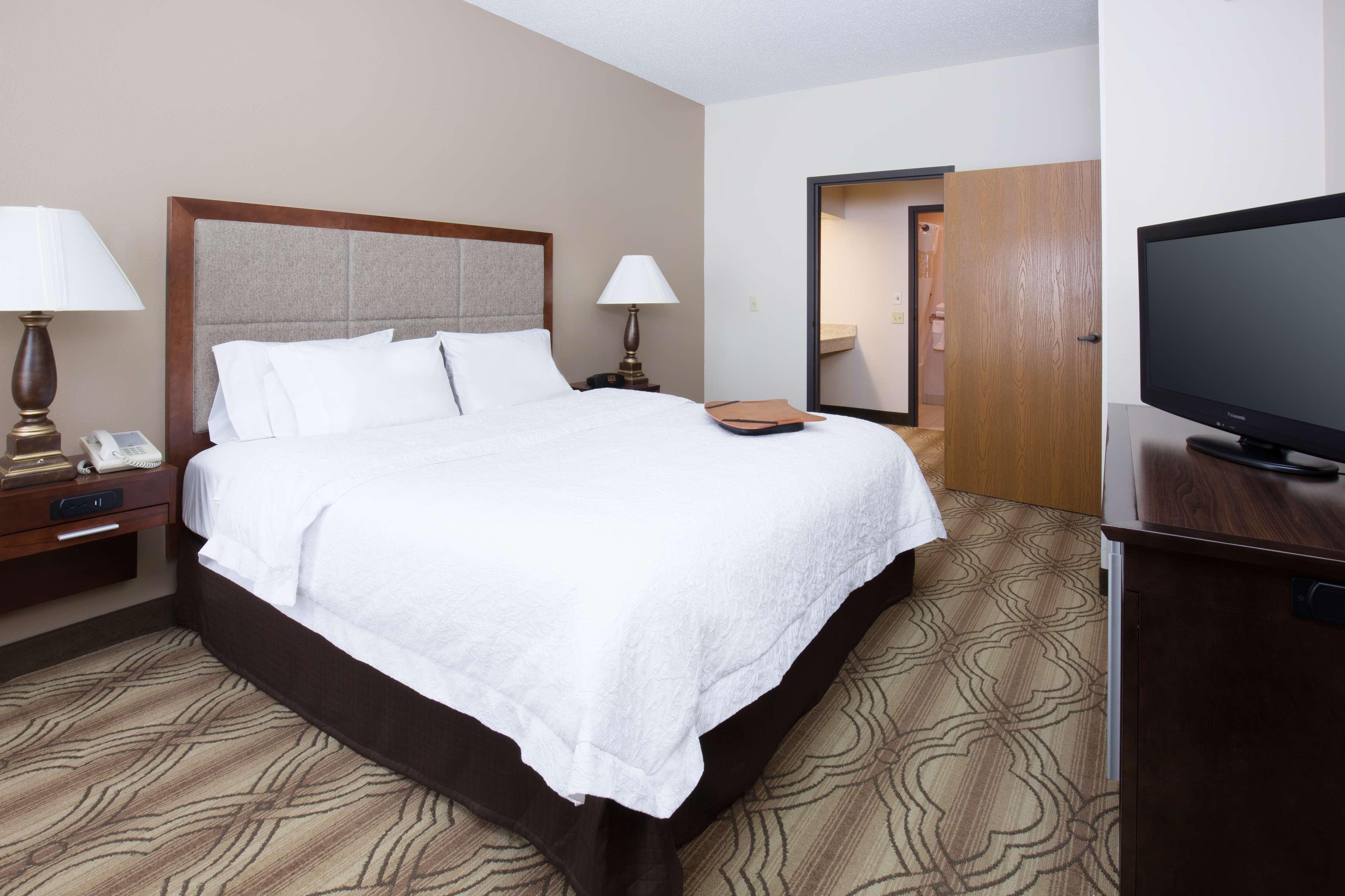 Hampton Inn & Suites Ft. Wayne-North image 26