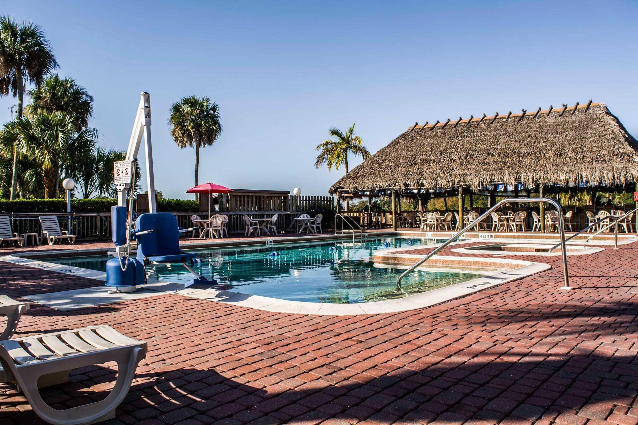 Quality Inn & Suites Golf Resort image 14