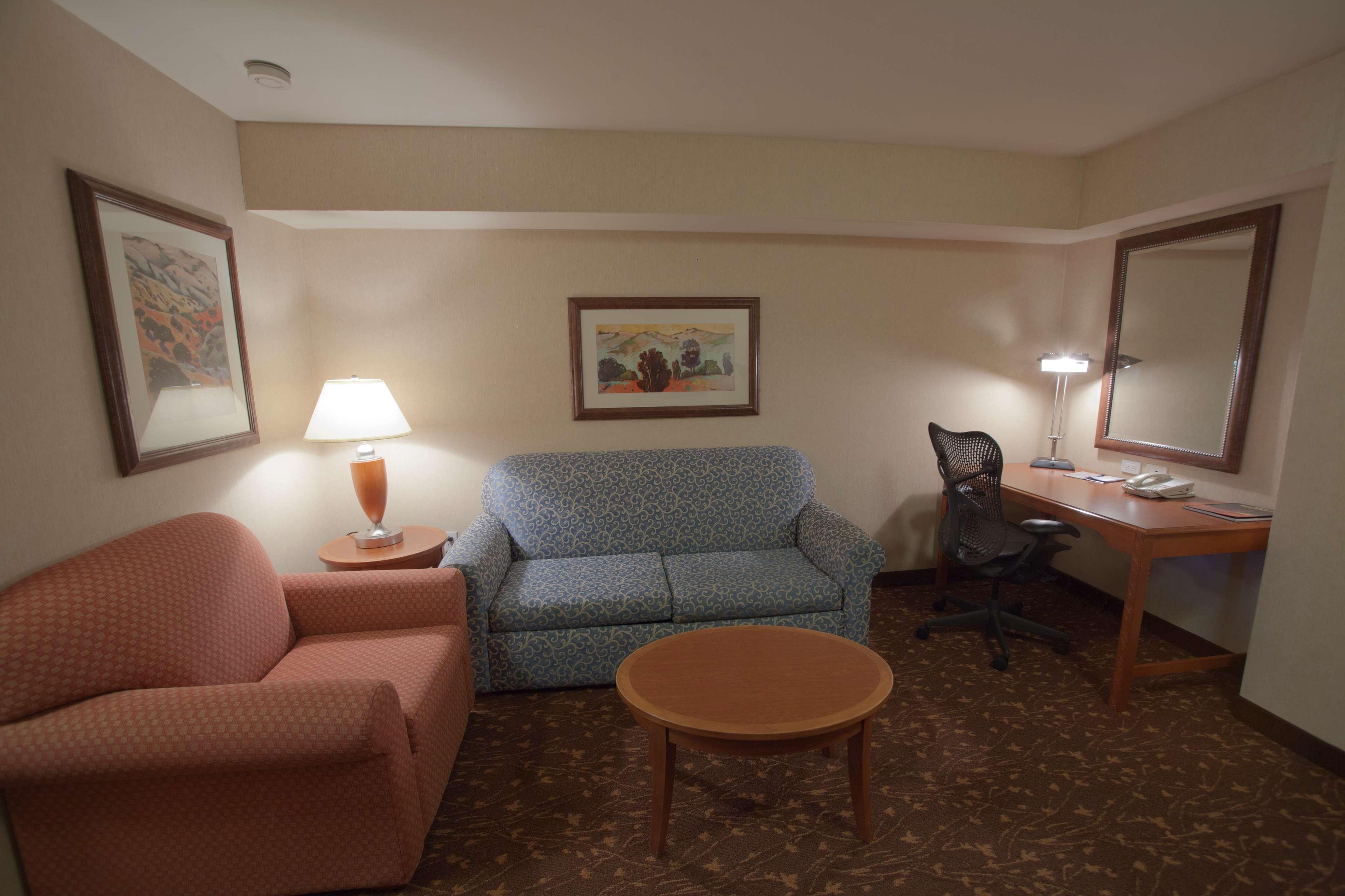 Hilton Garden Inn Albuquerque/Journal Center image 23