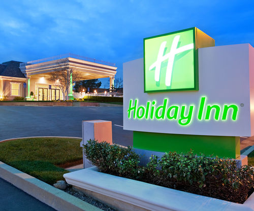 Holiday Inn Redding image 0