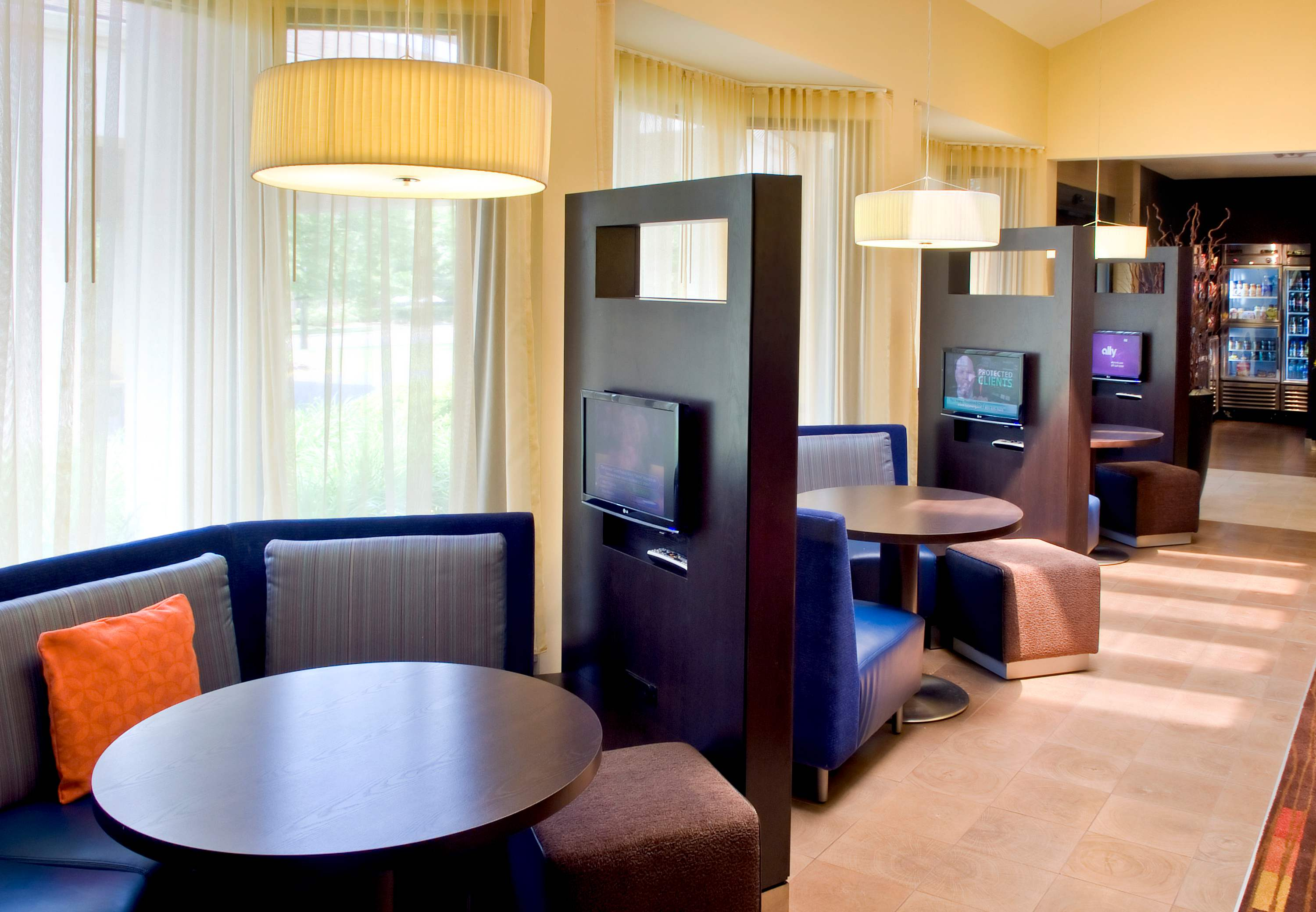 Courtyard by Marriott Lincroft Red Bank image 8