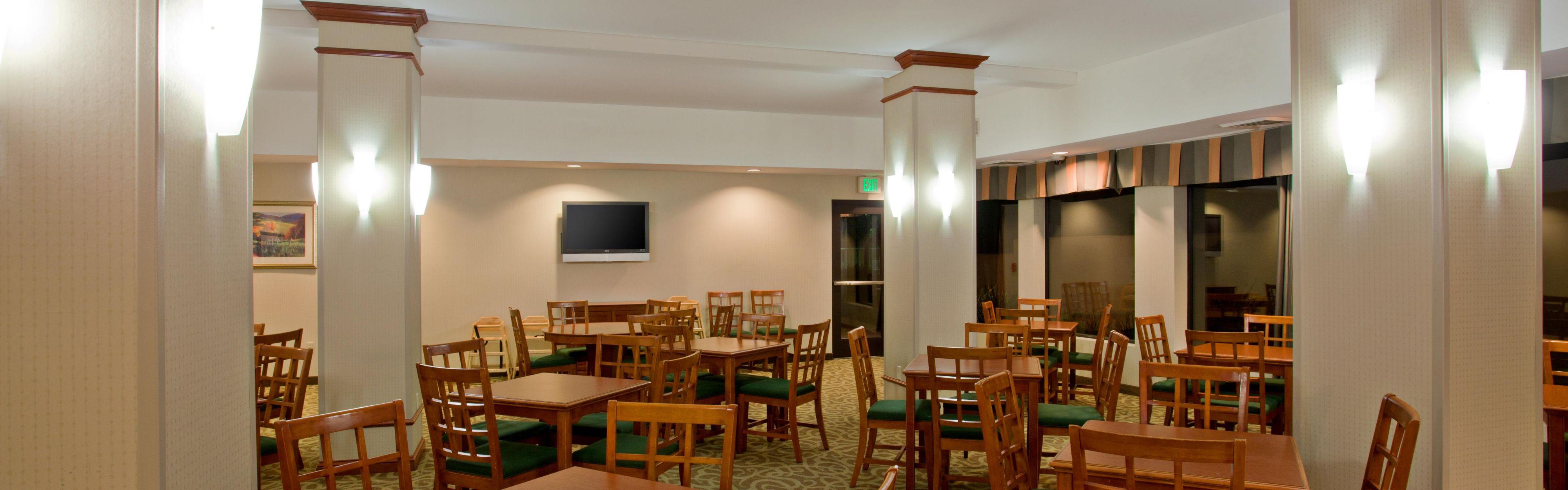 Holiday Inn Express & Suites Santa Clarita image 3