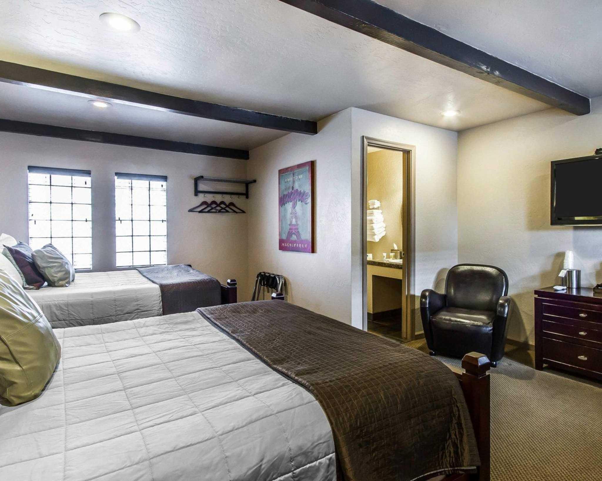 Rodeway Inn & Suites Downtowner-Rte 66 image 8