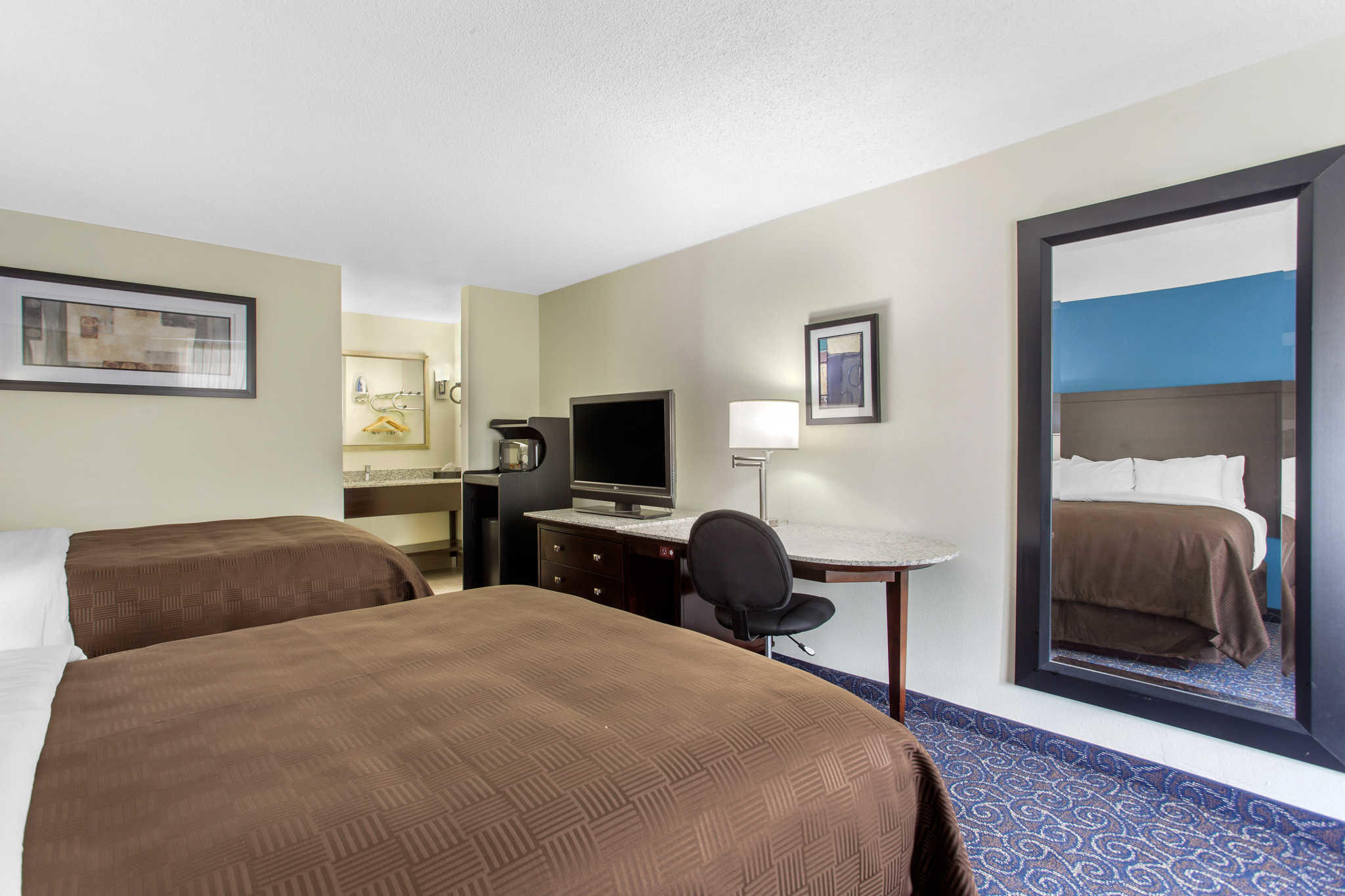 Clarion Inn & Suites image 9