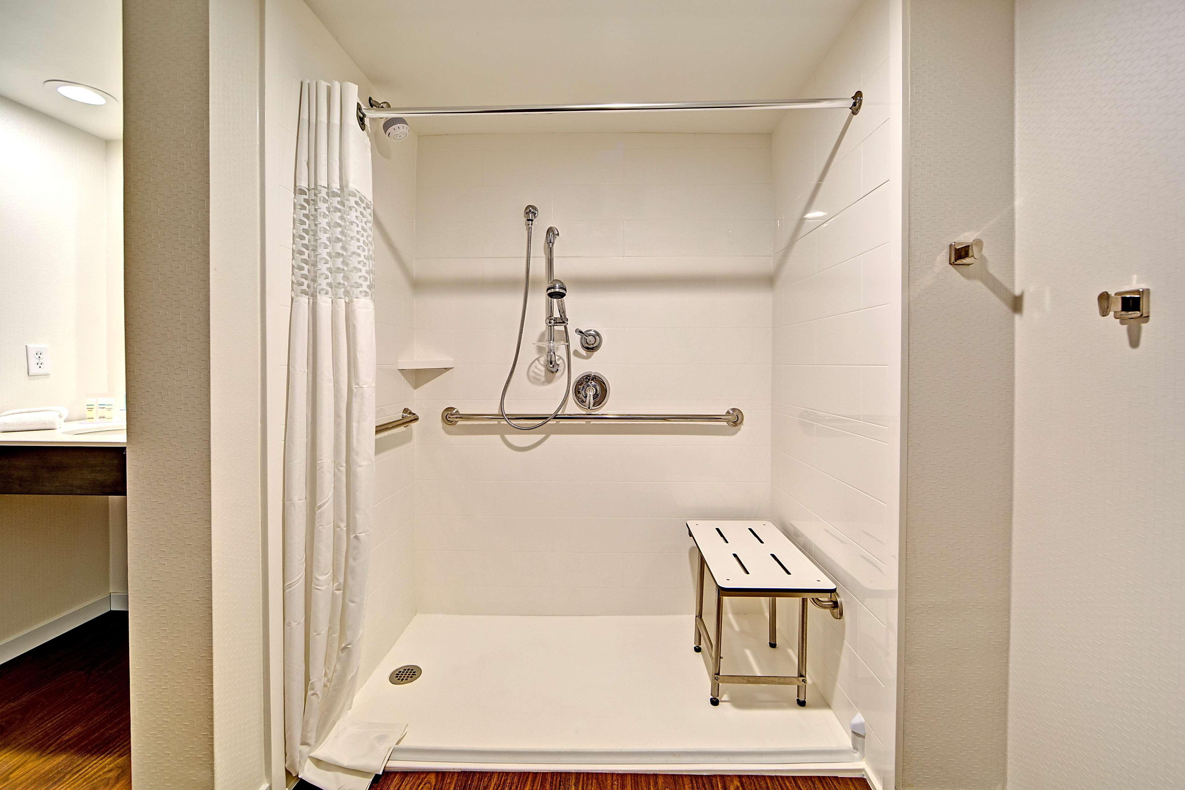 Hampton Inn & Suites Asheville-I-26 image 15