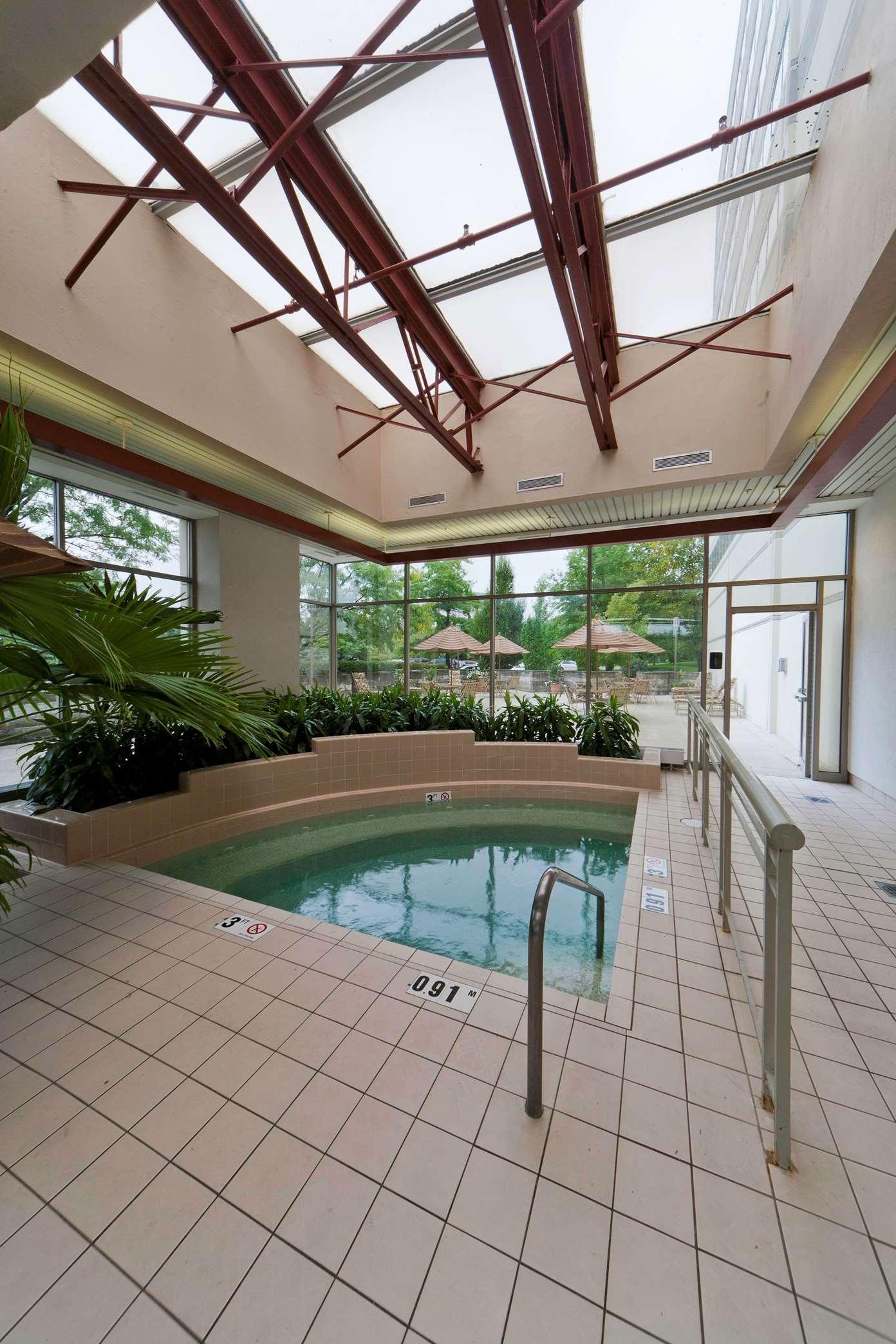 Embassy Suites by Hilton Detroit Troy Auburn Hills image 10