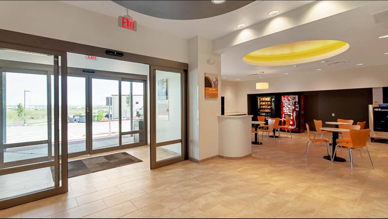 Studio 6 Austin TX - Airport image 2