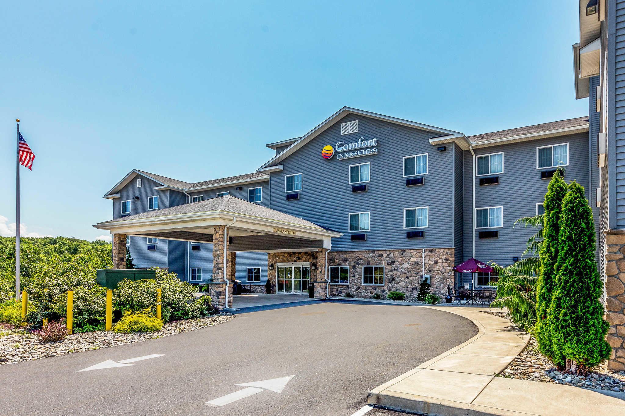 Comfort Inn & Suites Barnesville - Frackville image 0