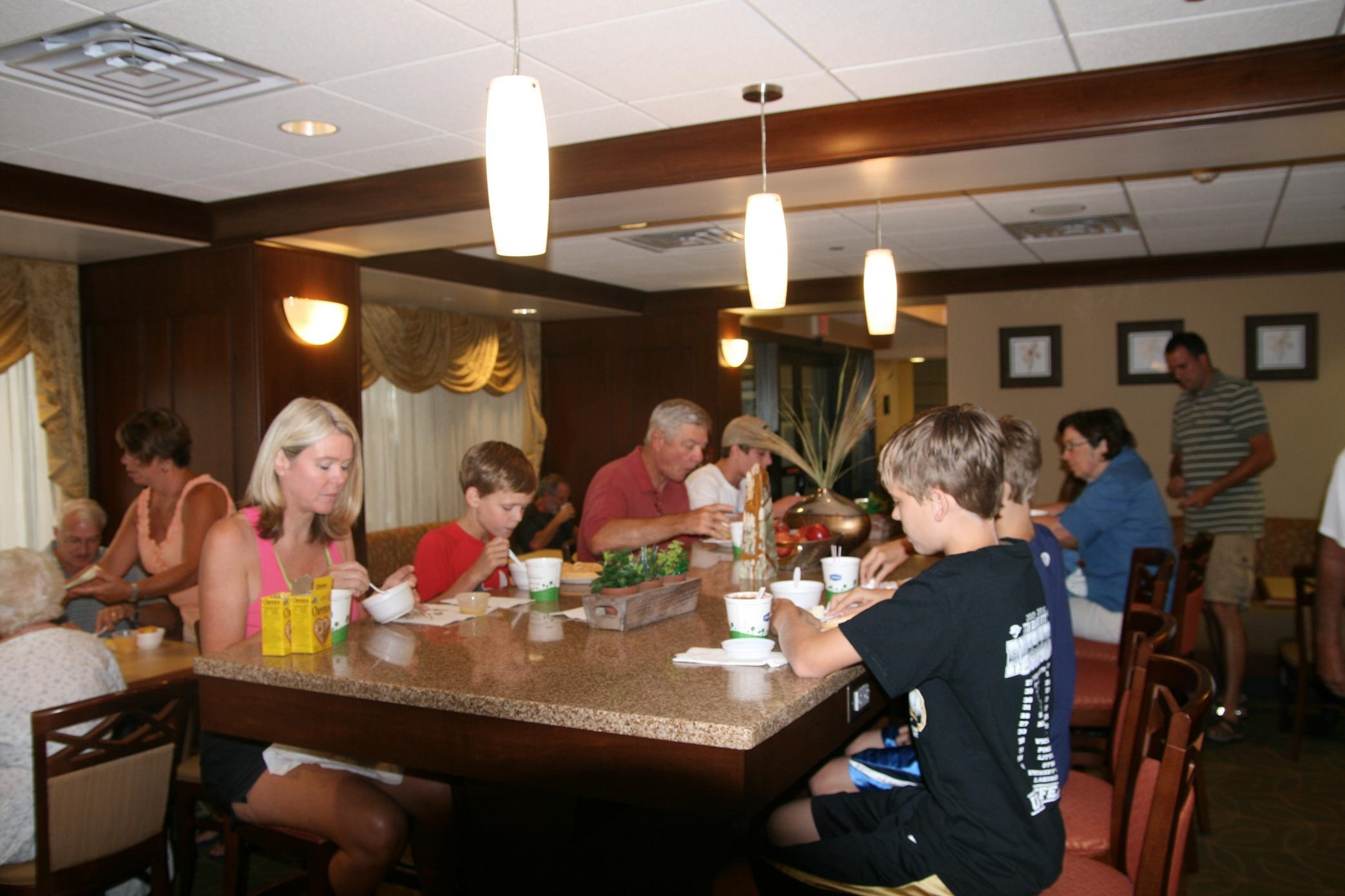 Hampton Inn Roanoke/Hollins - I-81 image 4