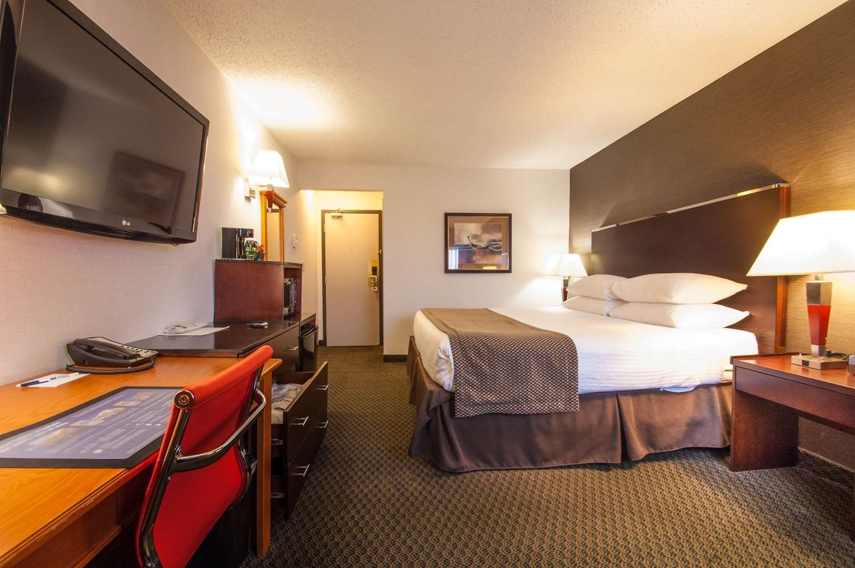 Best Western Airport Inn in Calgary: King Bed Guest Room