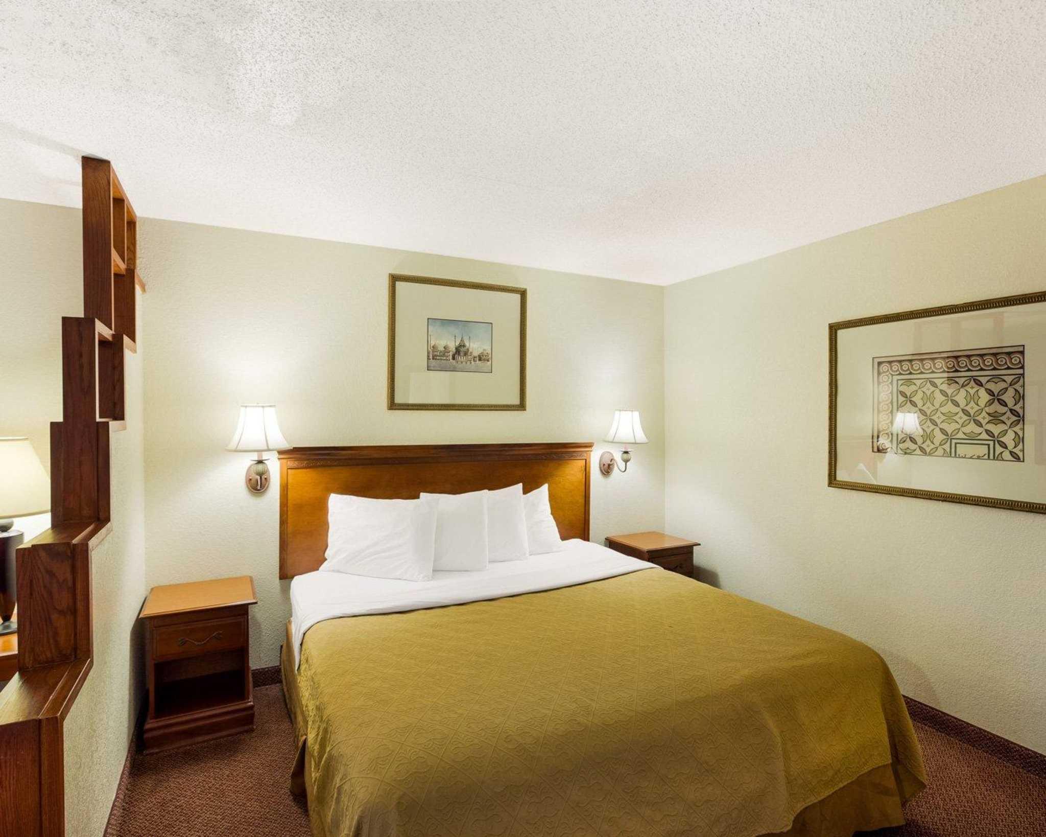 Rodeway Inn & Suites Fiesta Park image 15