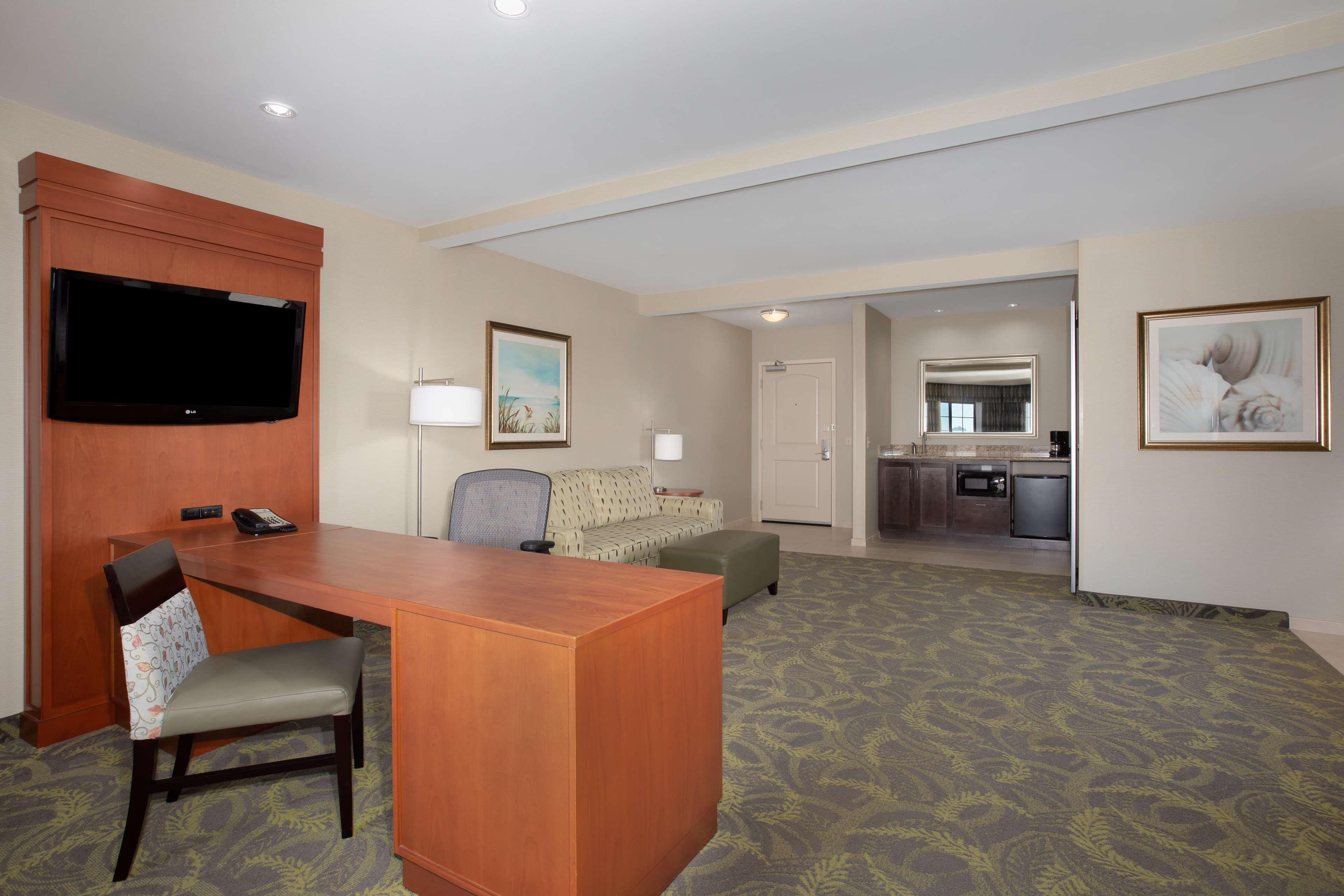 Hampton Inn & Suites Astoria image 13