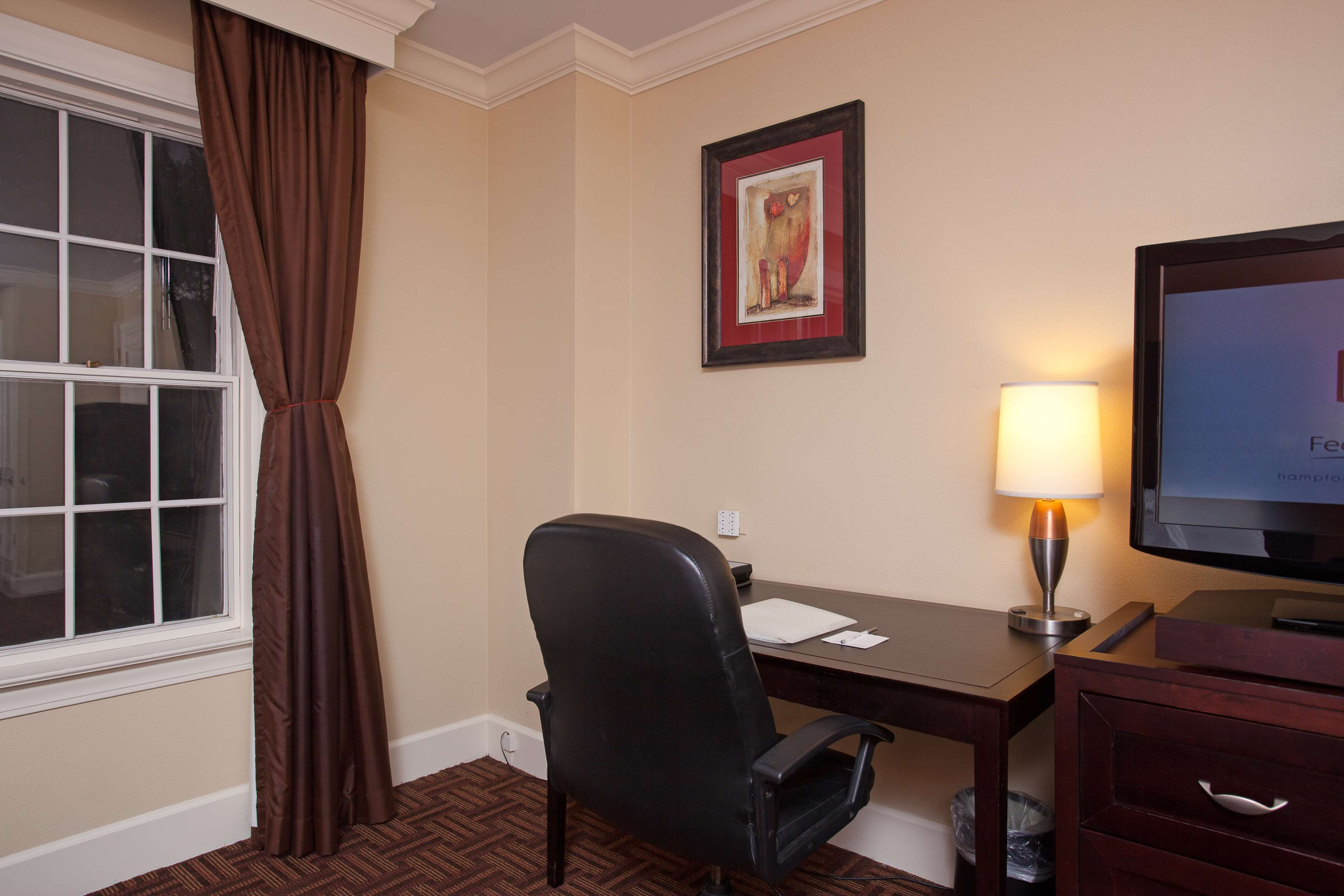 Hampton Inn & Suites Stamford image 29
