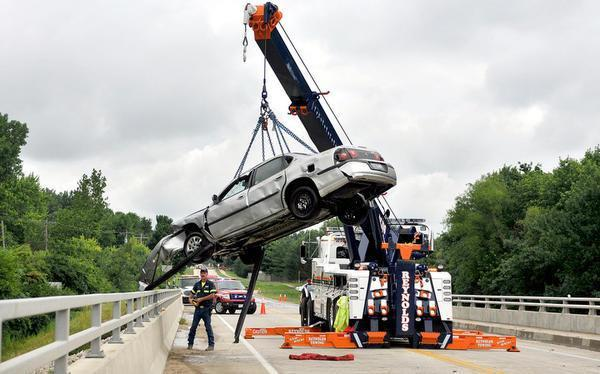 Reynolds Towing Service image 0