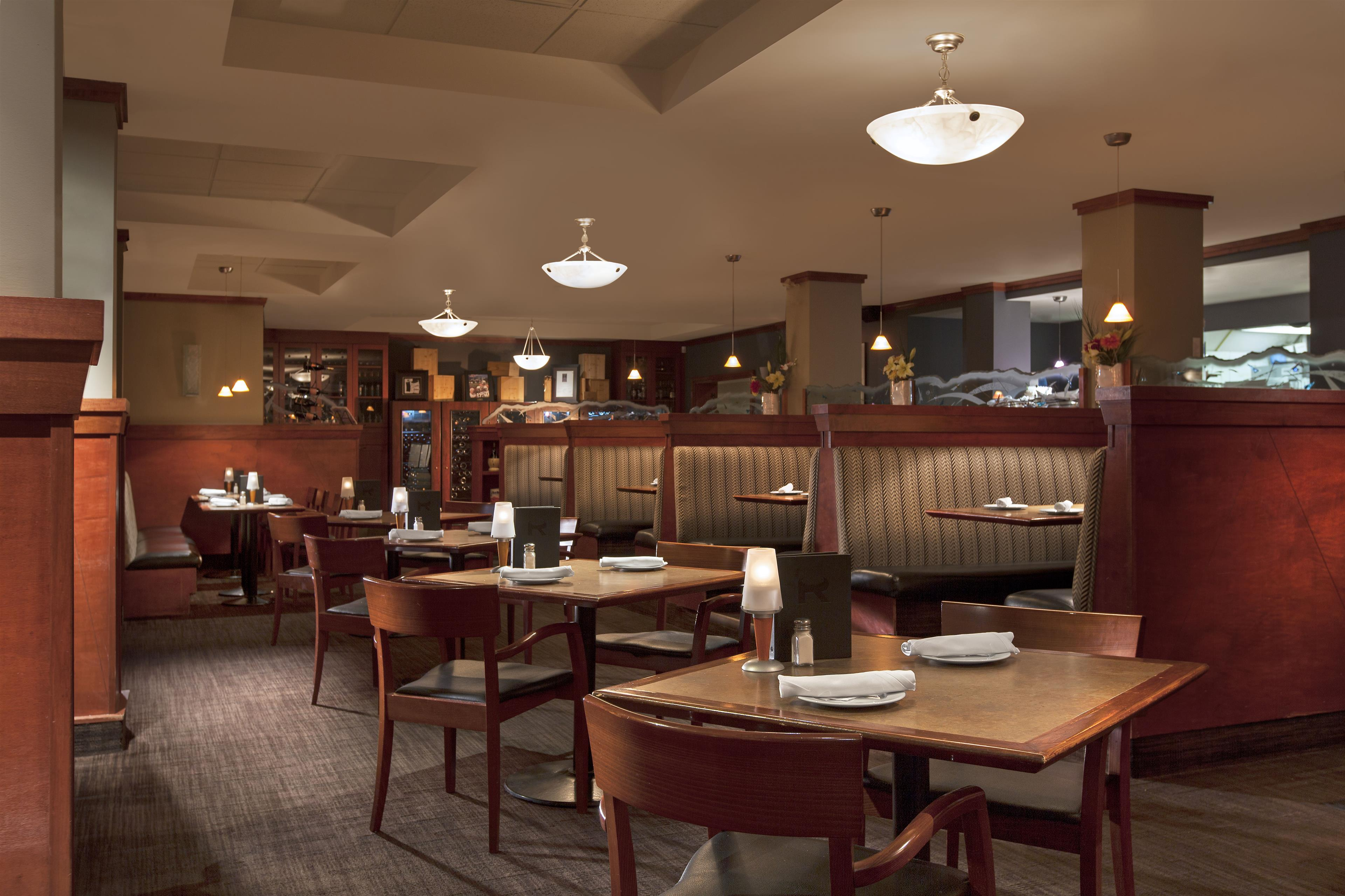 Four Points by Sheraton Kamloops in Kamloops: PRIME Lounge & Grill