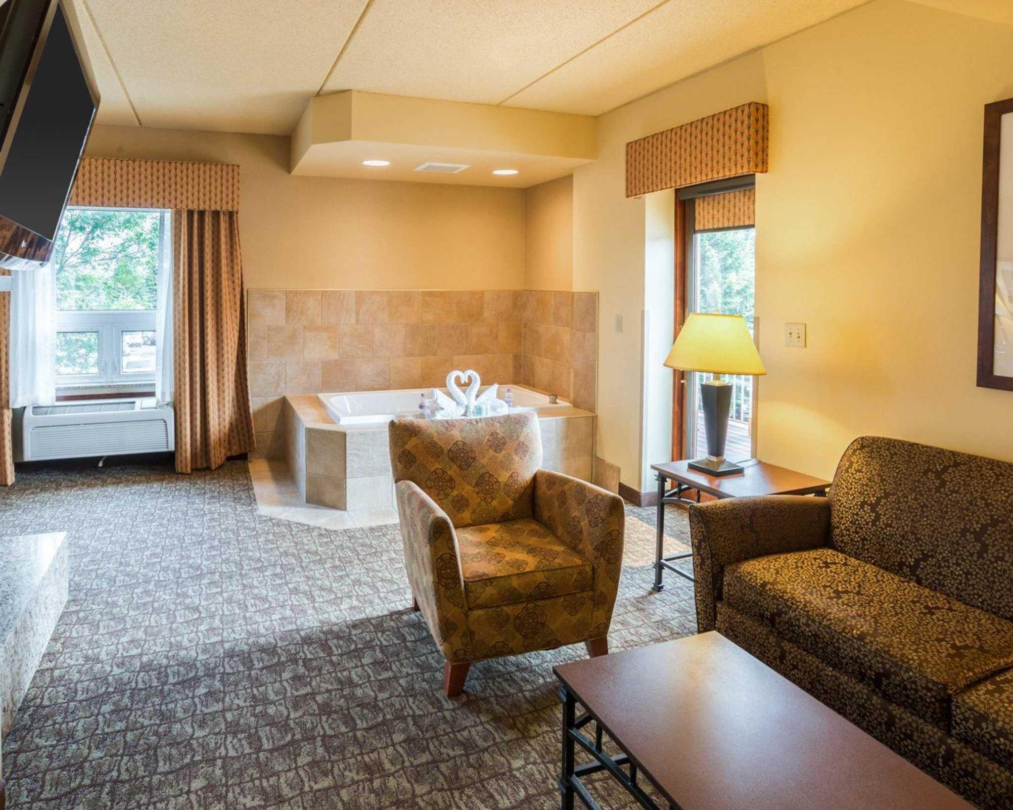 Comfort Suites Canal Park image 42
