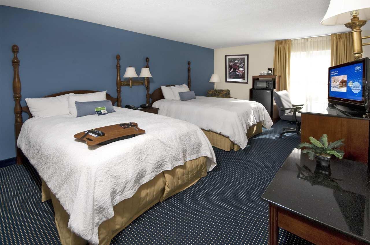 Hampton Inn & Suites Raleigh/Cary I-40 (PNC Arena) image 26