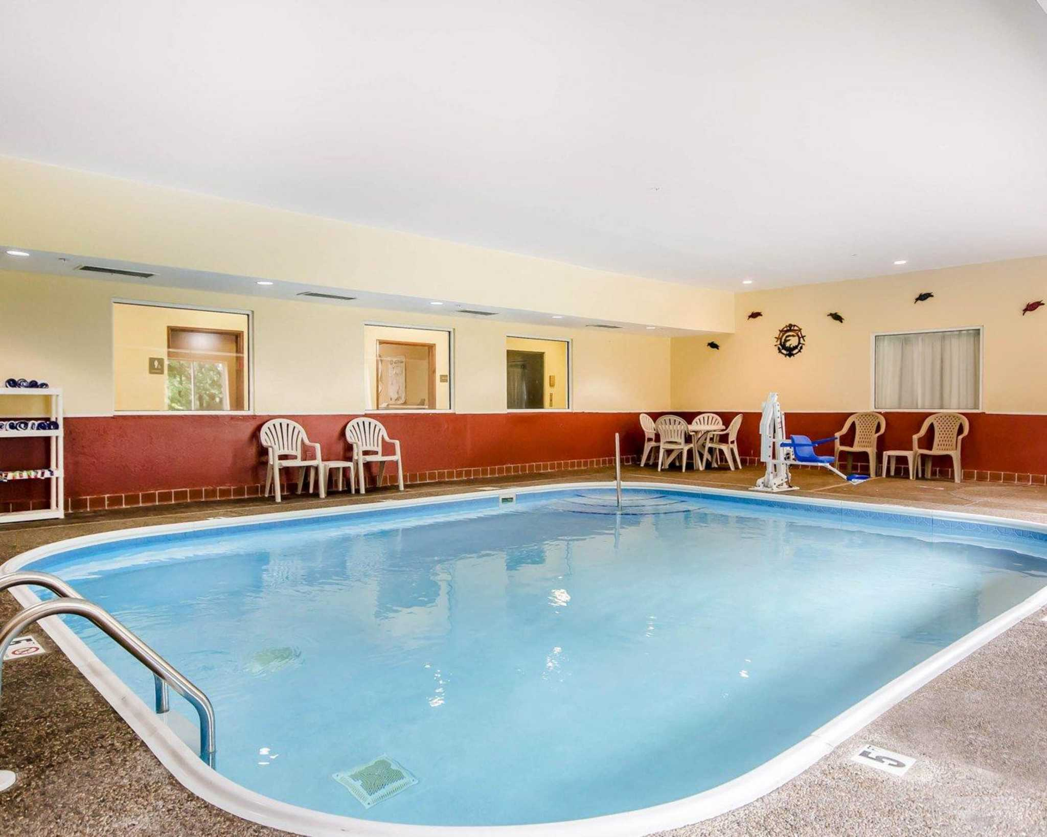 Quality Suites 1500 E Crystal Dr La Grange Ky Hotels Motels Mapquest
