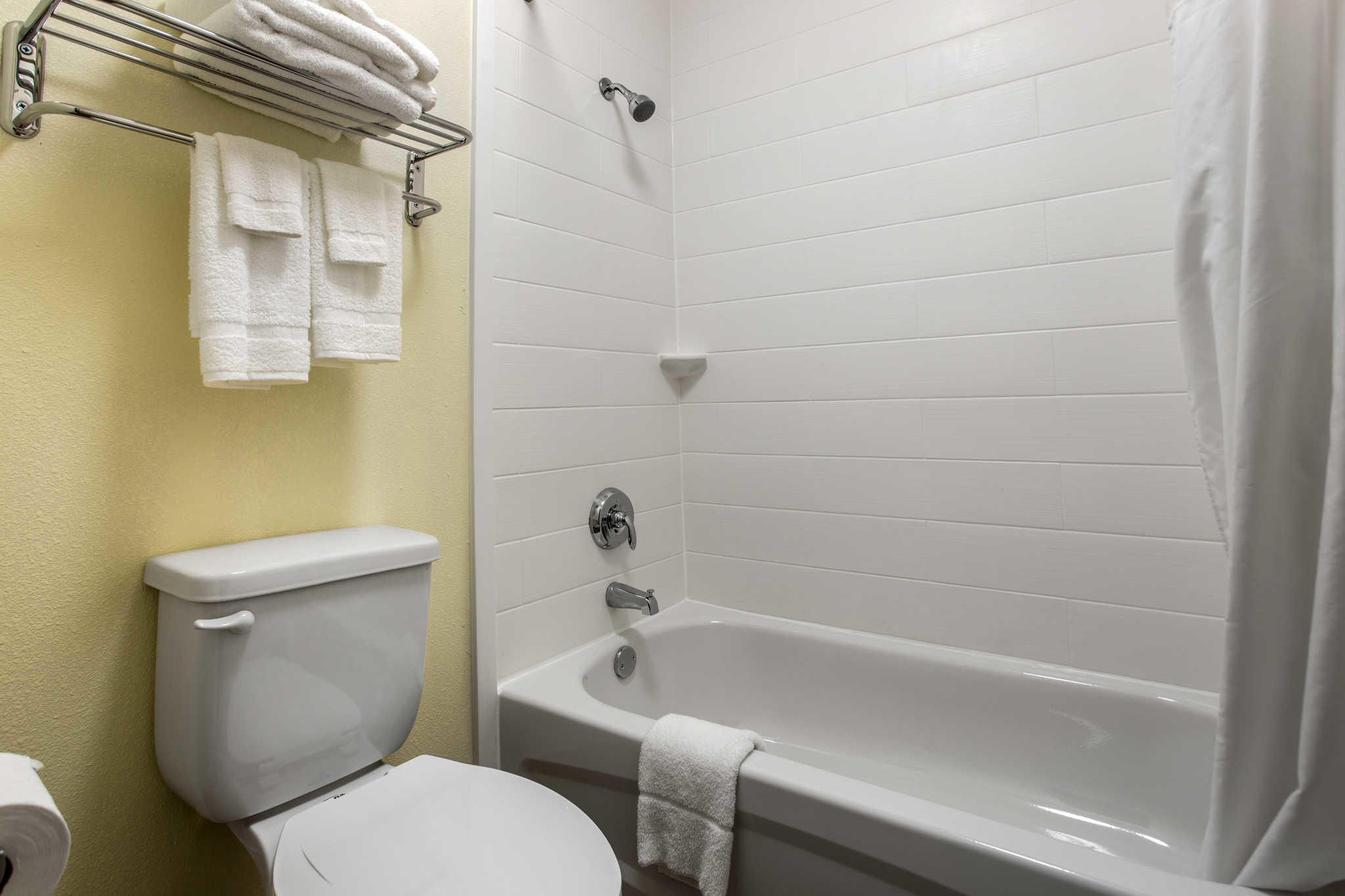 Clarion Inn & Suites image 17