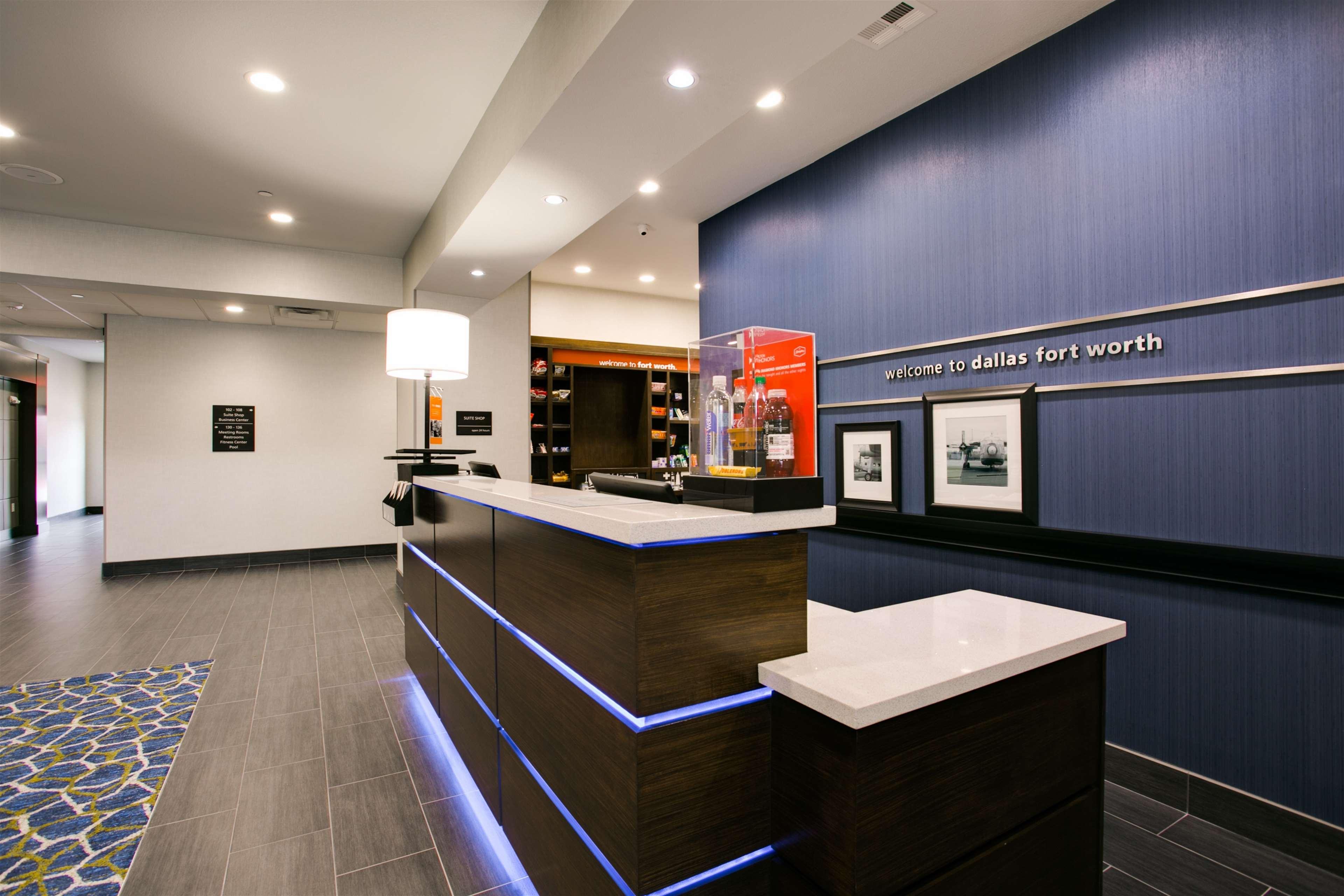 Hampton Inn & Suites Dallas/Ft. Worth Airport South image 5