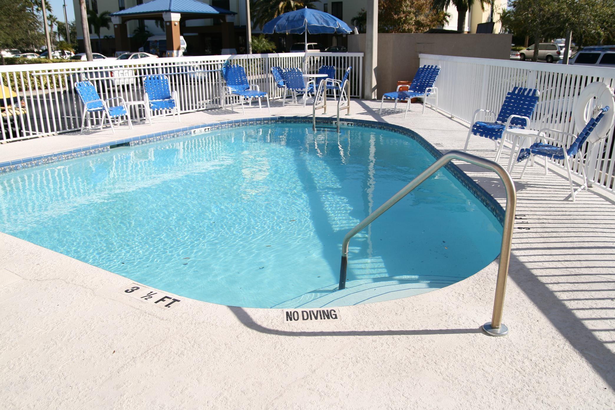 Hampton Inn Tampa/Rocky Point-Airport image 1