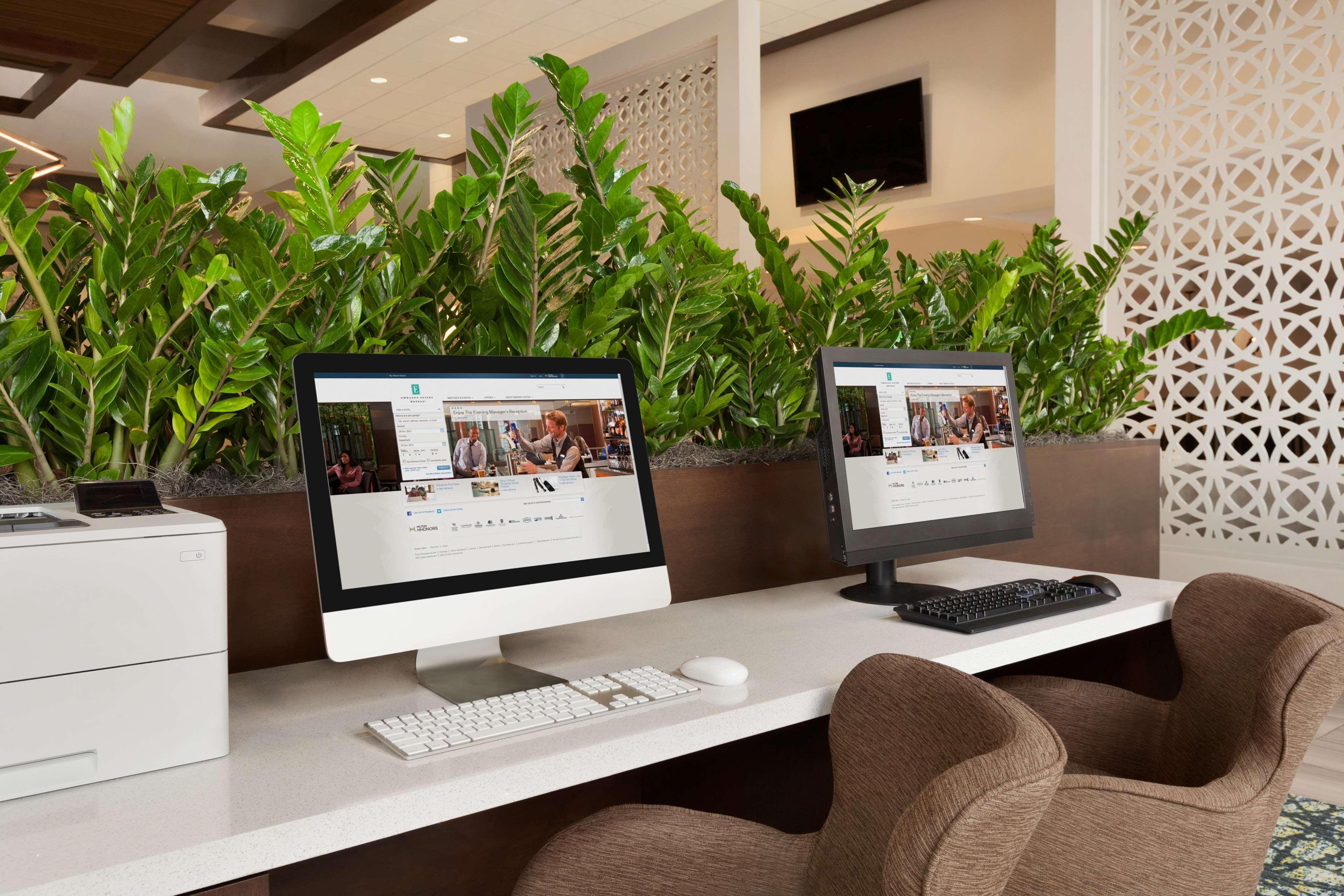 Embassy Suites by Hilton San Antonio Brooks Hotel & Spa 7610