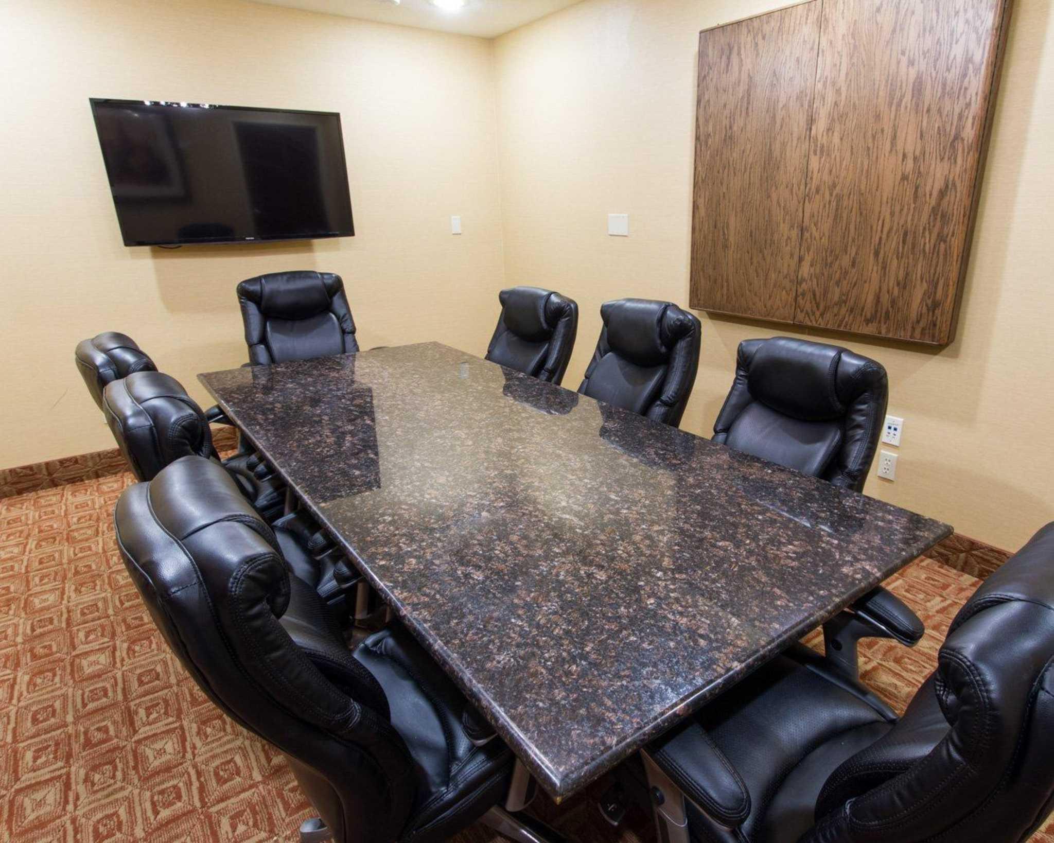 Comfort Suites Phoenix Airport image 8