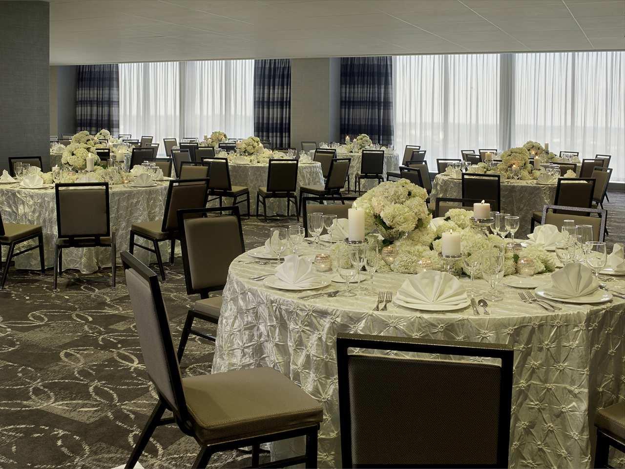 DoubleTree by Hilton Hotel Cedar Rapids Convention Complex image 22
