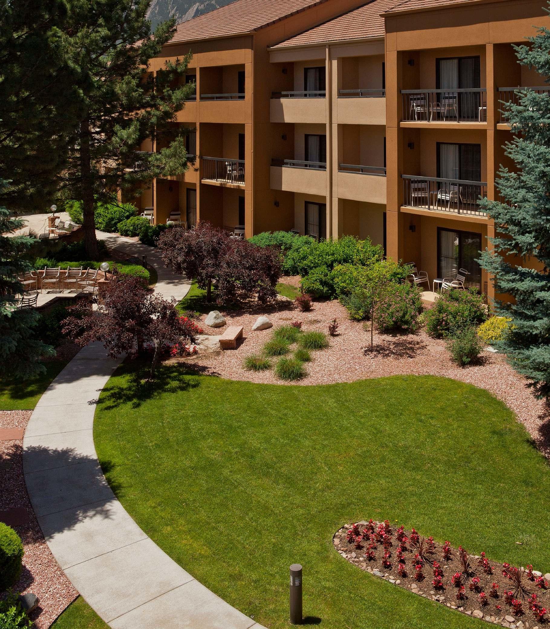 Courtyard by Marriott Boulder image 7