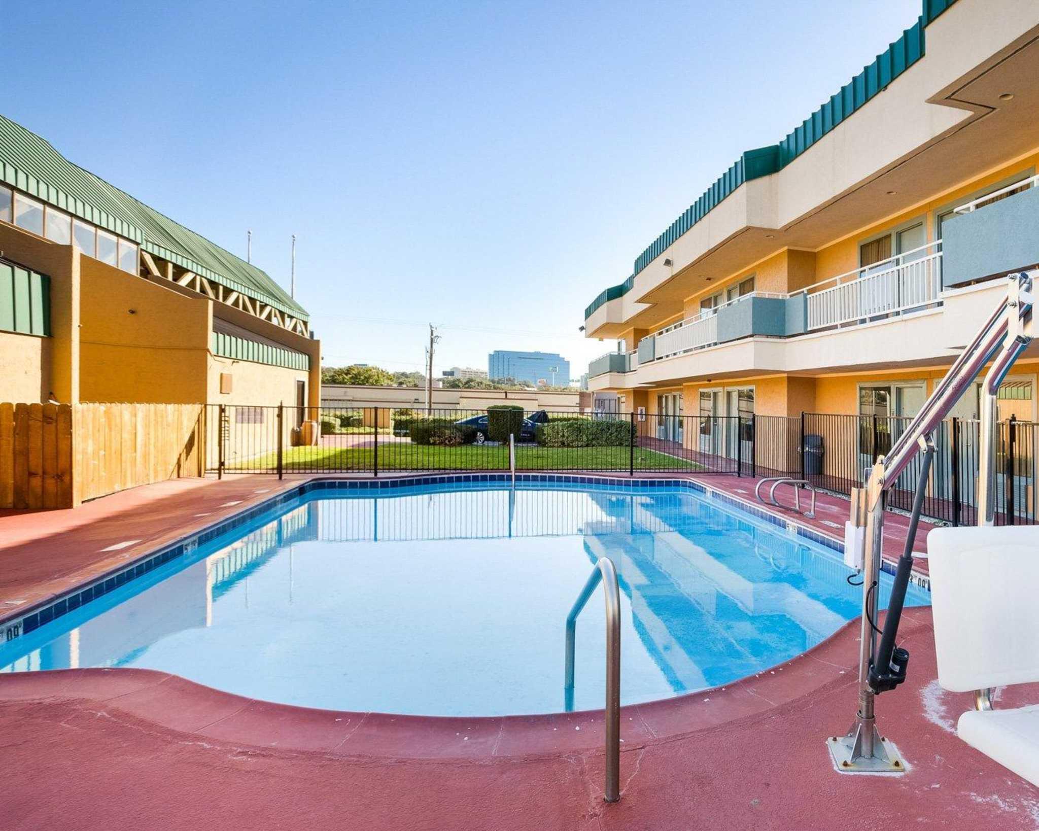 Rodeway Inn & Suites Fiesta Park image 21