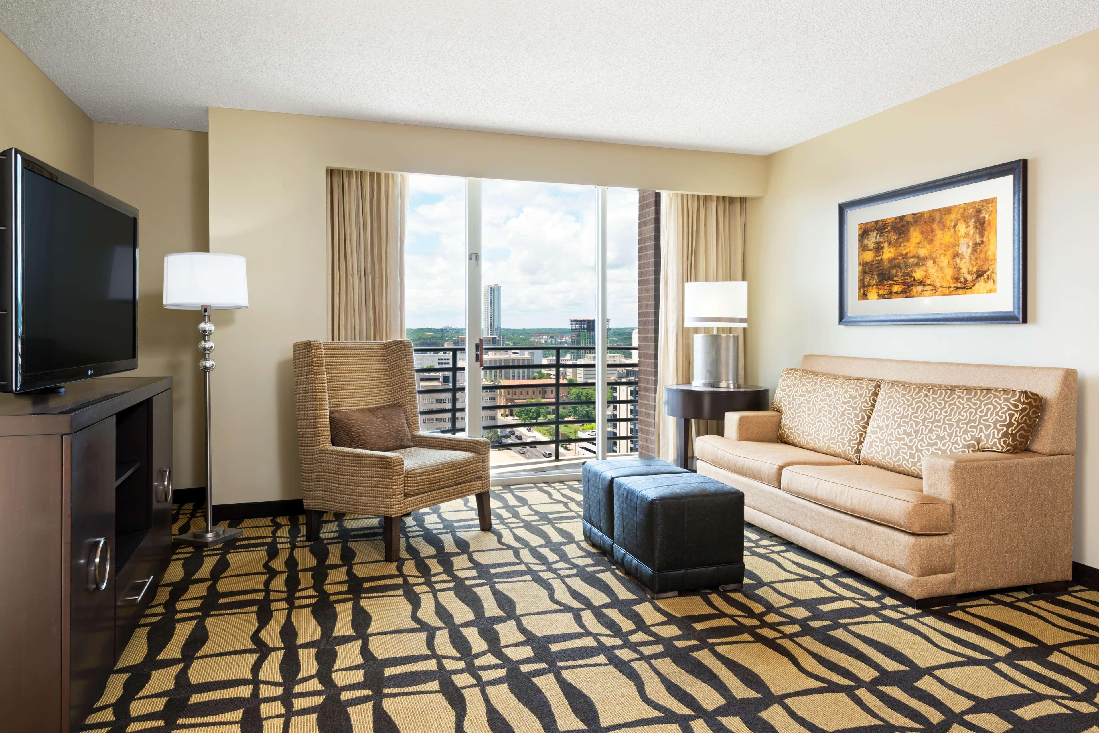 DoubleTree Suites by Hilton Hotel Austin image 6