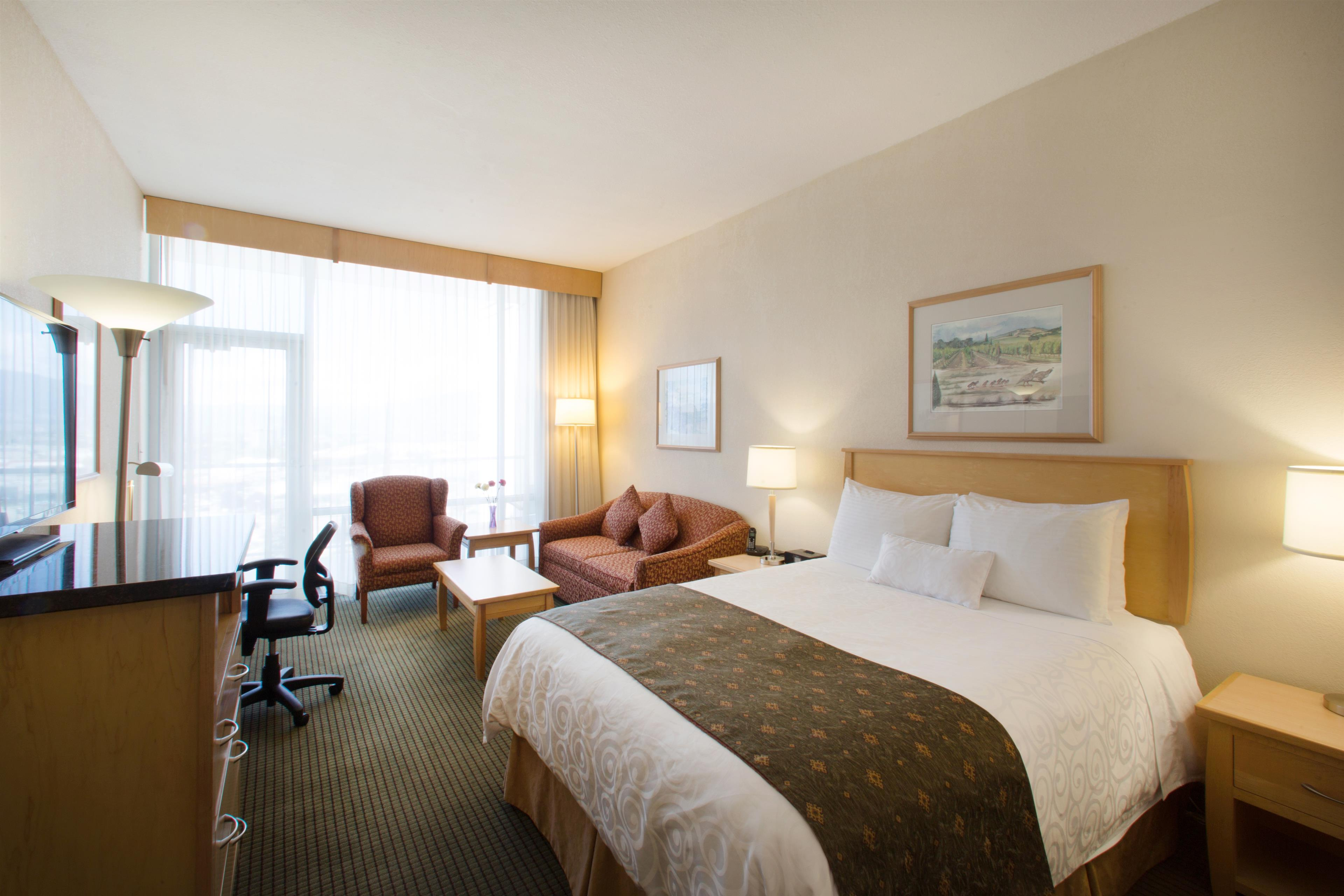 Best Western Plus Kelowna Hotel & Suites in Kelowna: Standard Tower with one Queen bed
