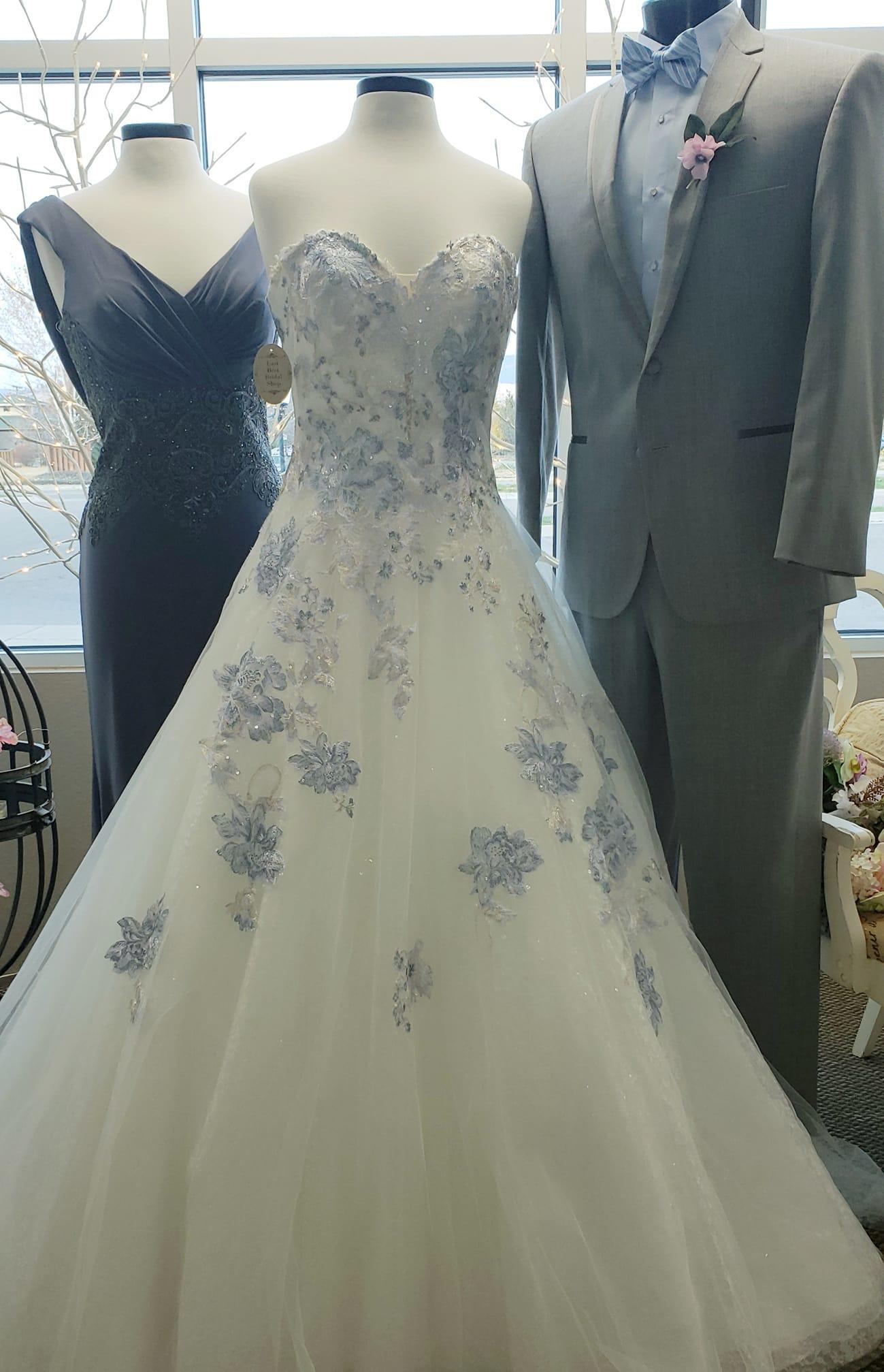 Last Best Bridal Shop image 12